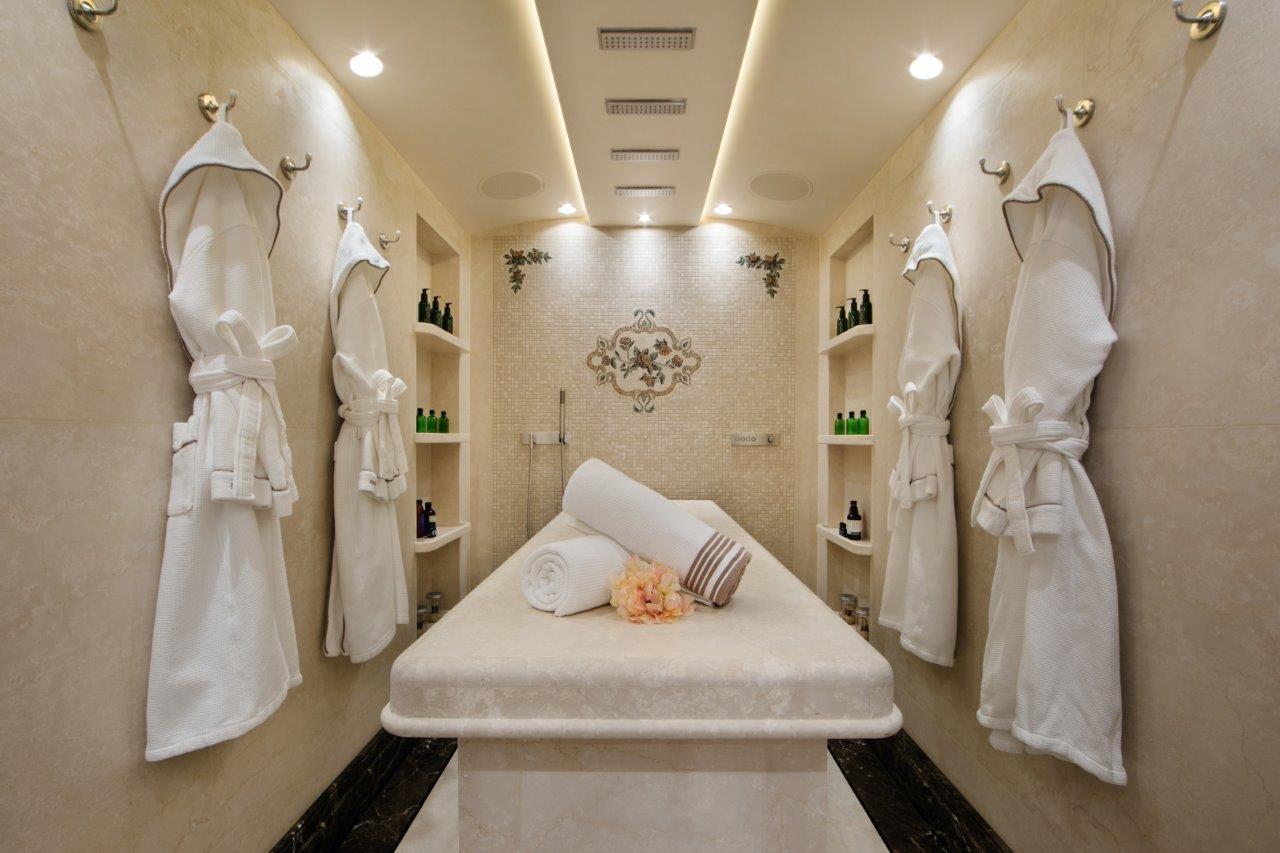 279 Lurssen Wet and Dry Massage Room