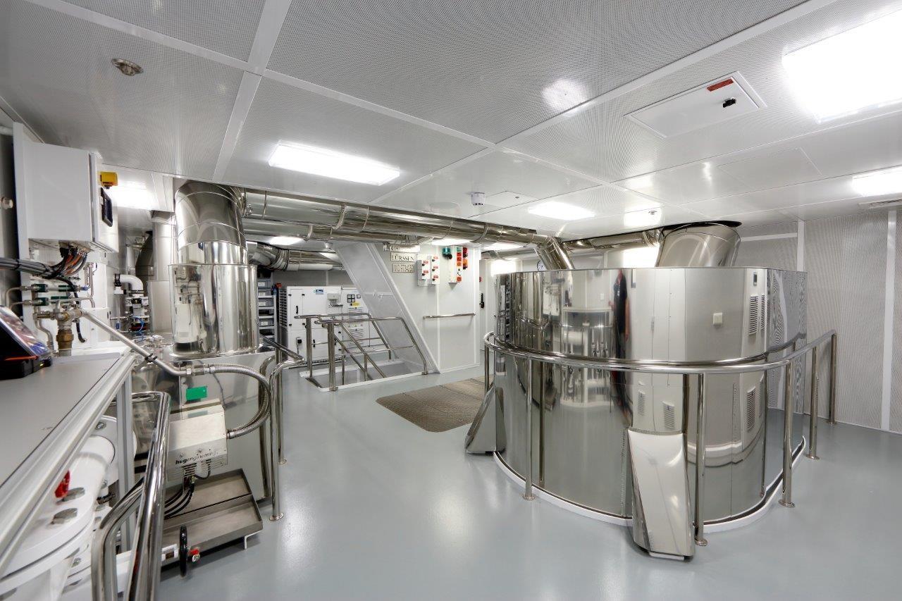 279 Lurssen Upper Engine Room