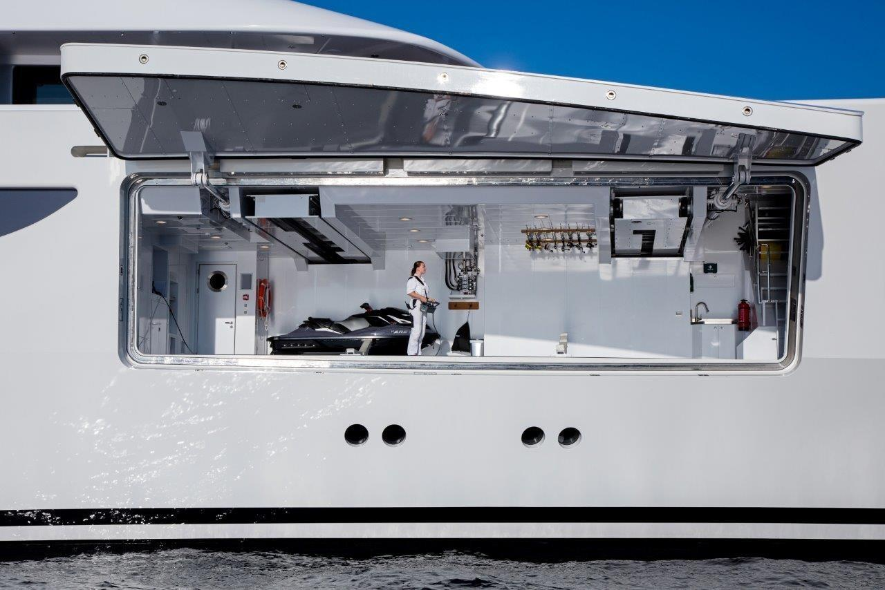279 Lurssen Starboard Side Garage for 9m Sport Boat