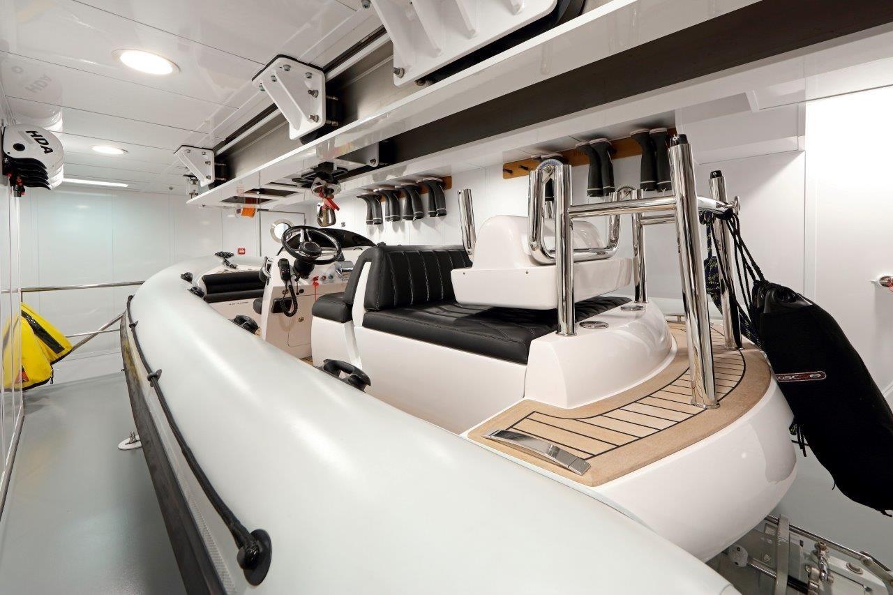 279 Lurssen 5.5m Pascoe Tender Garage