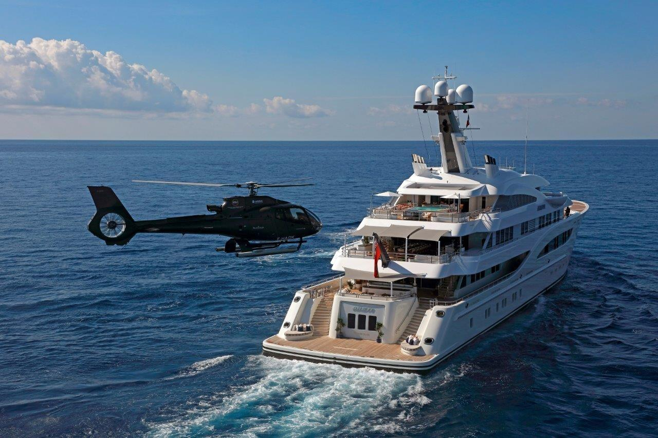 279 Lurssen Helicopter Approach