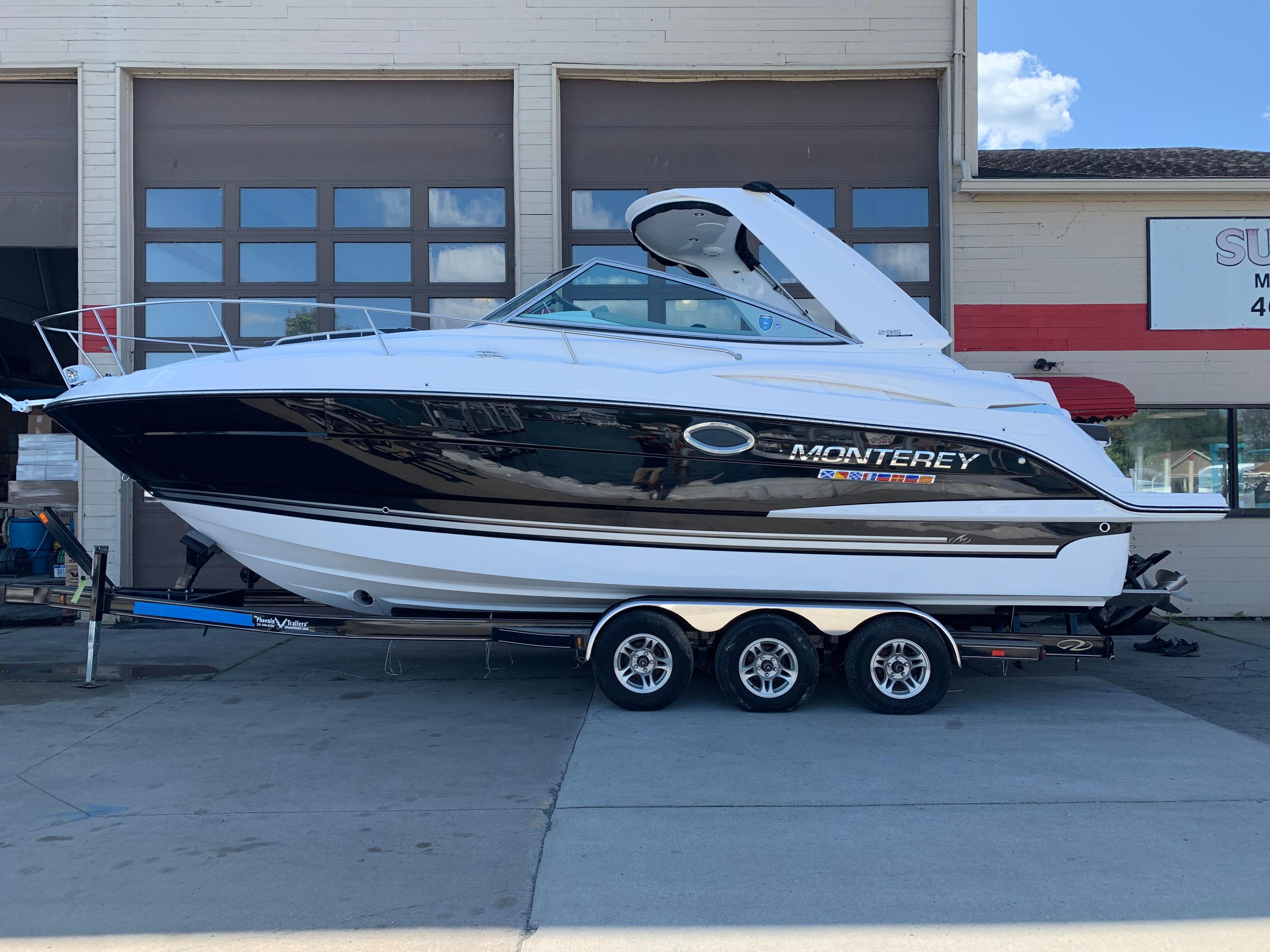 Monterey295 Sport Yacht