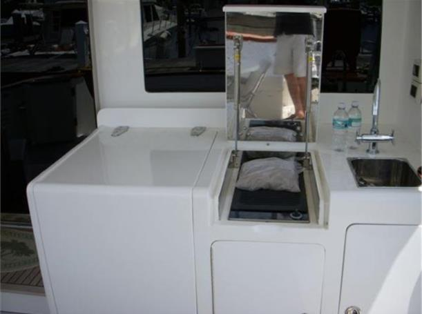 Aft Sink and Electric BBQ