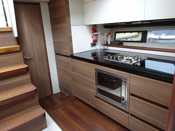 Sealine S450 - Galley