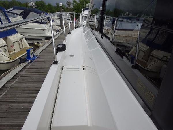 Sealine S450 - Side Deck