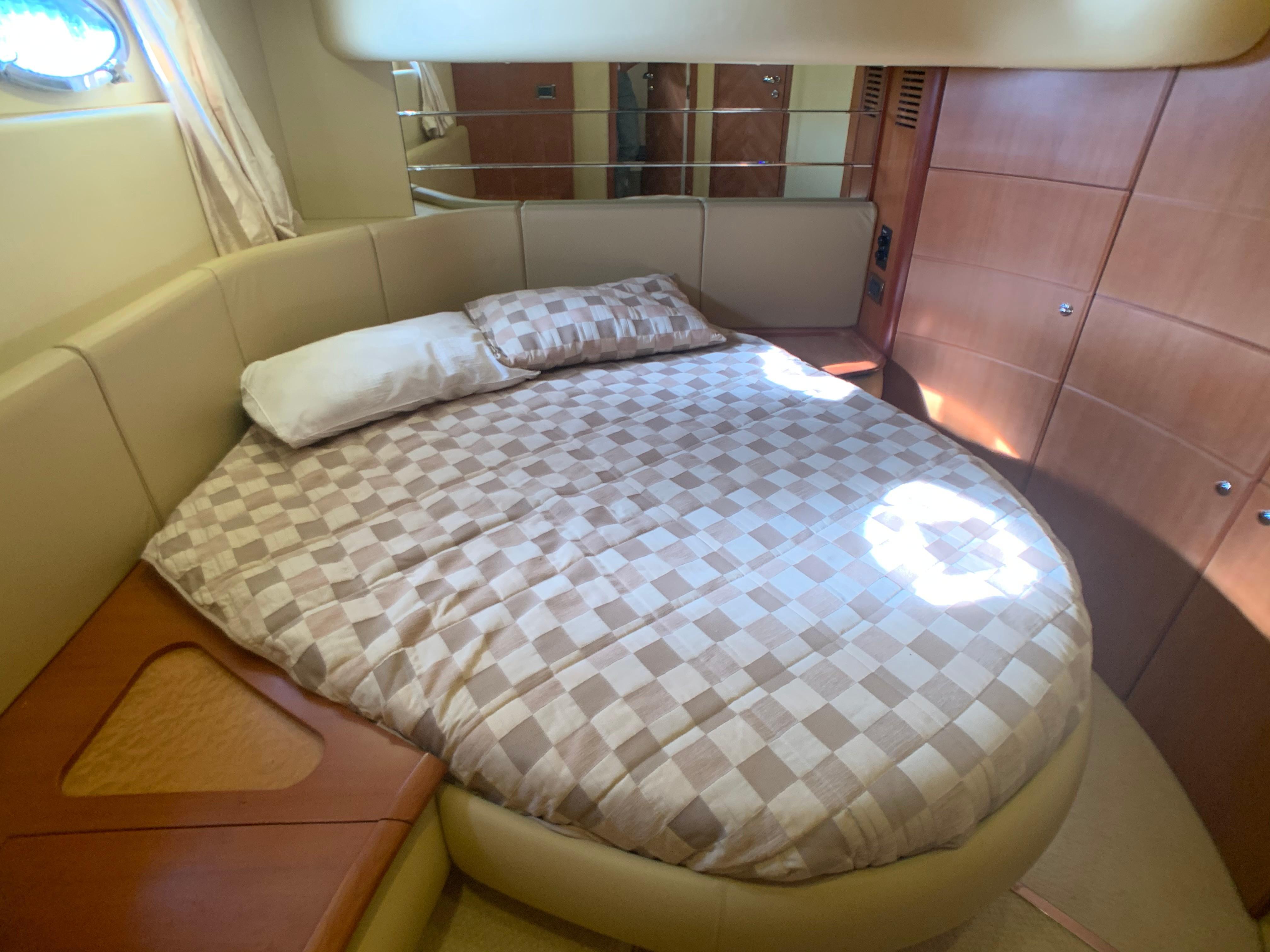 Azimut 46 - Guest Cabin