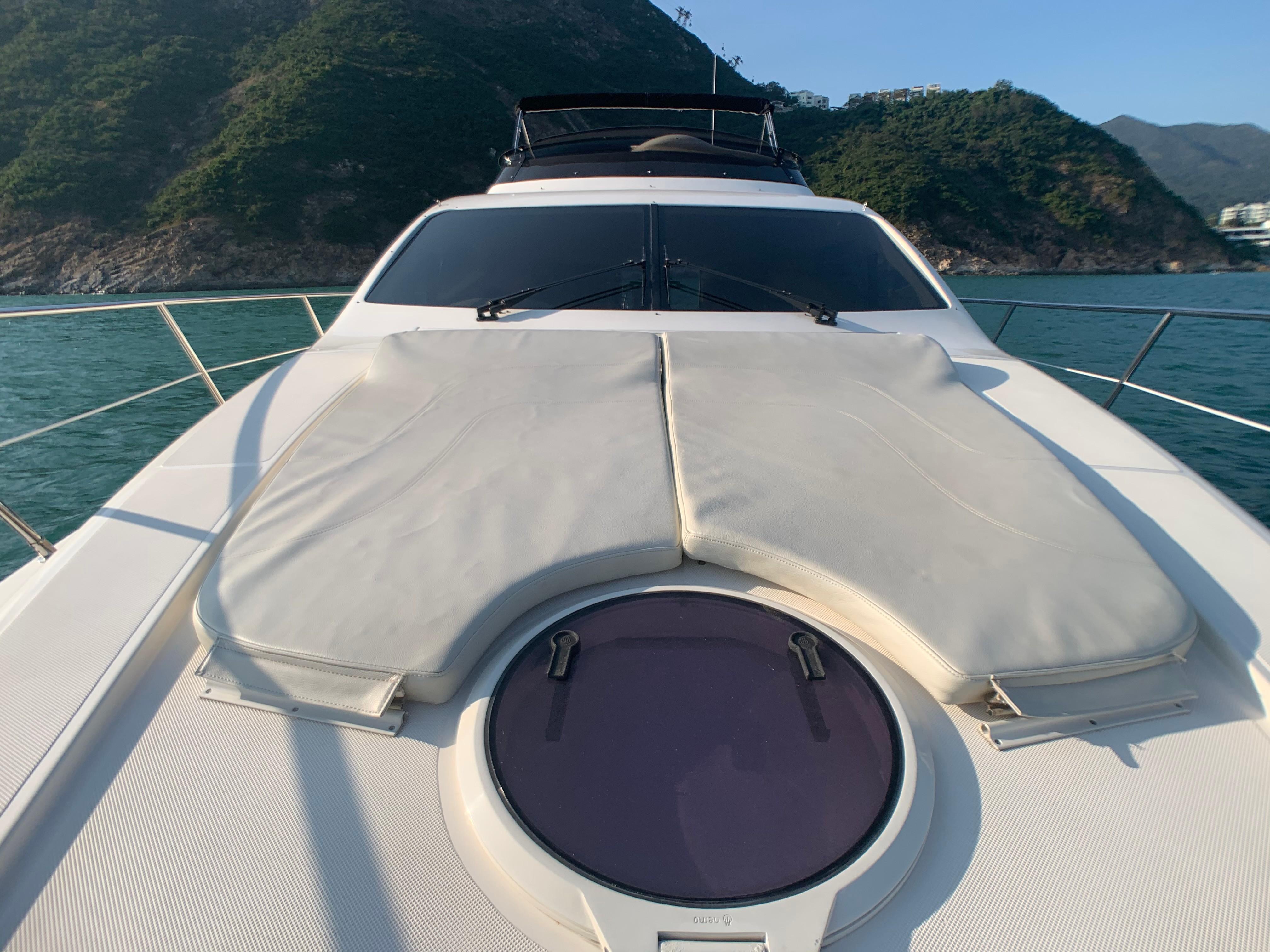 Azimut 46 - Bow Sunpads