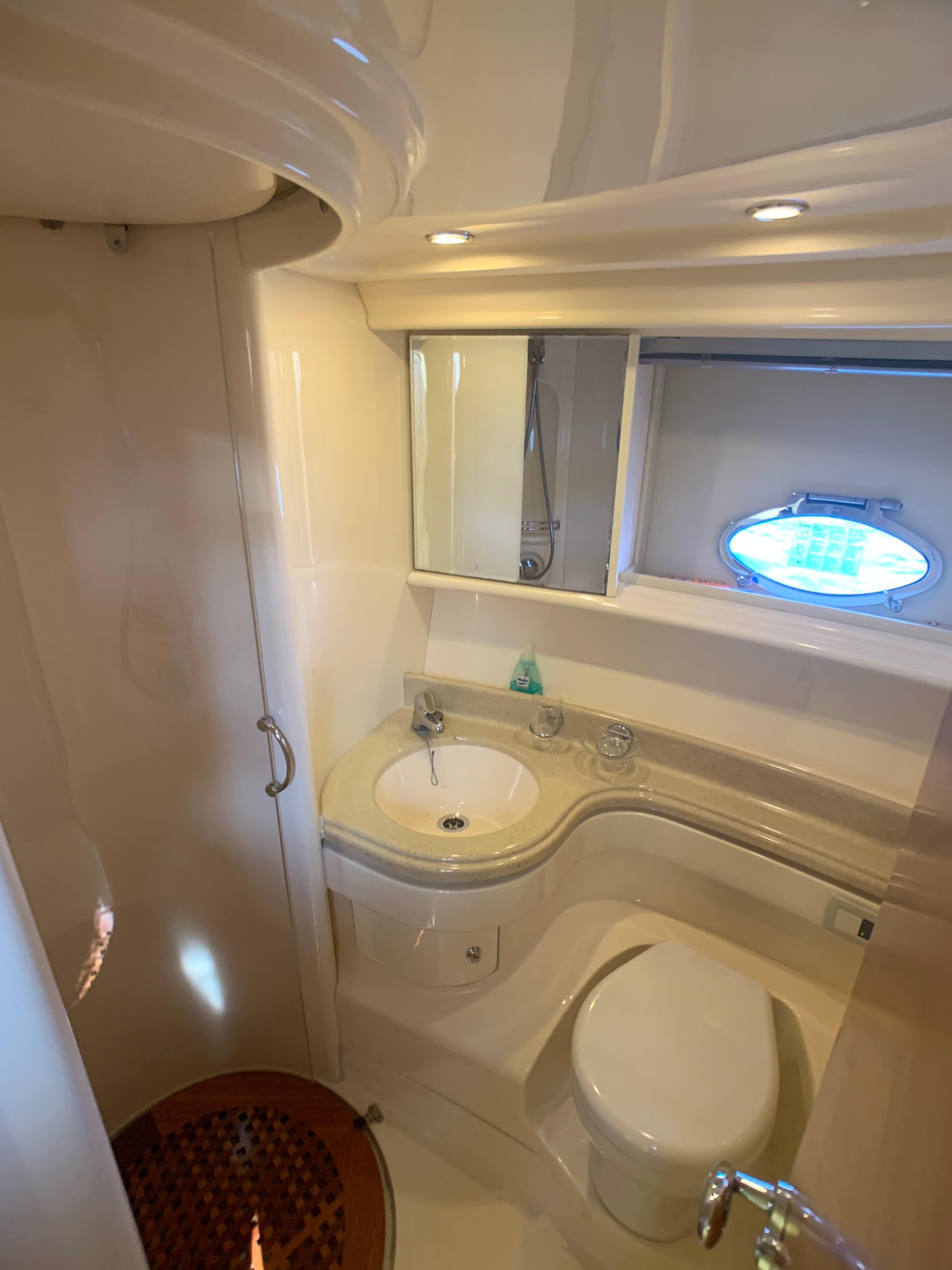 Azimut 46 - Guest Bathroom