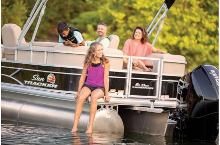 2019 Sun Tracker boat for sale, model of the boat is PARTY BARGE 24 XP3 w/ Mercury 150Hp 4S & Image # 4 of 18