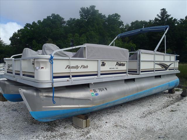 2002 CREST FISHERMAN 22' for sale