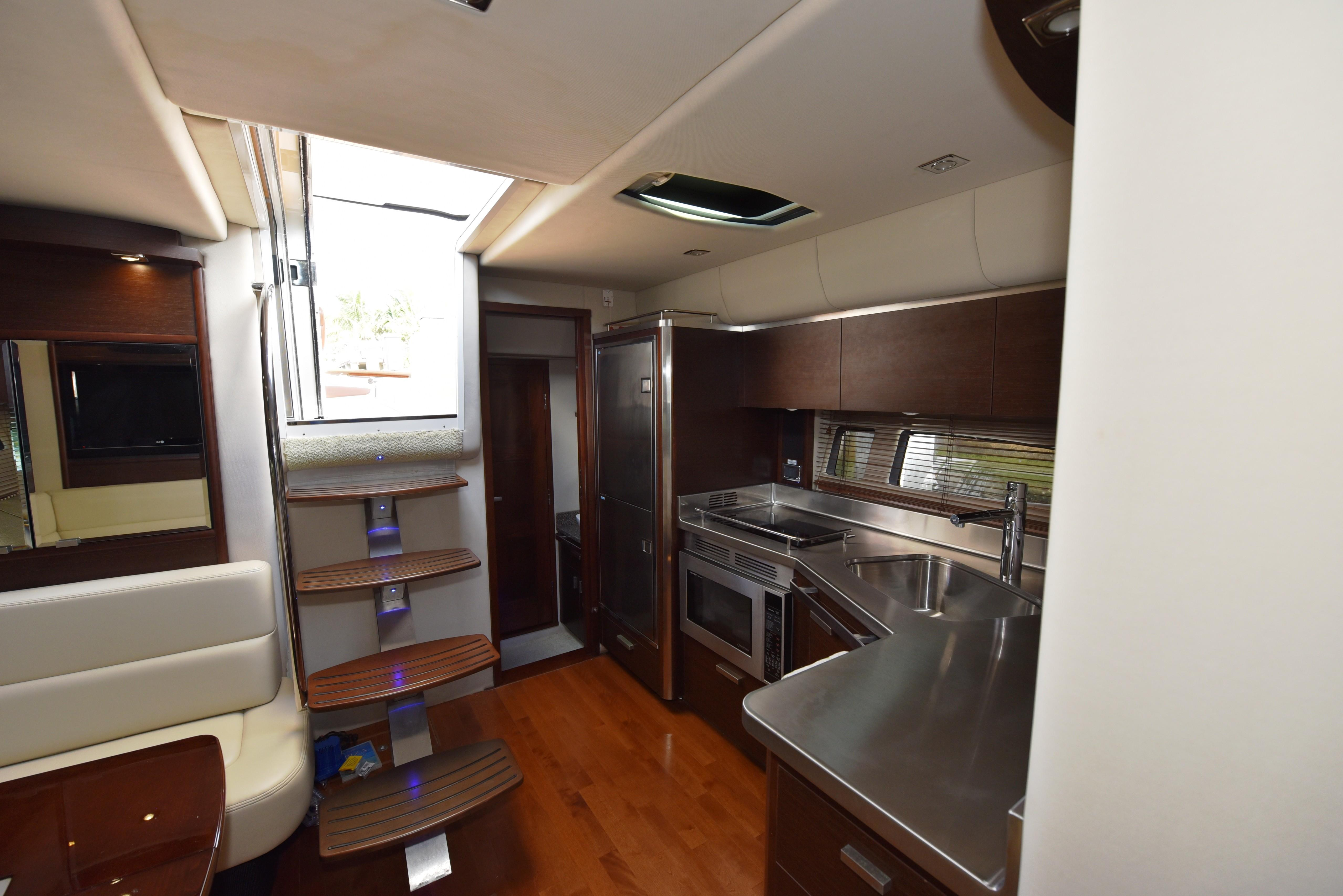 2010 Chaparral 400 Premier- Galley