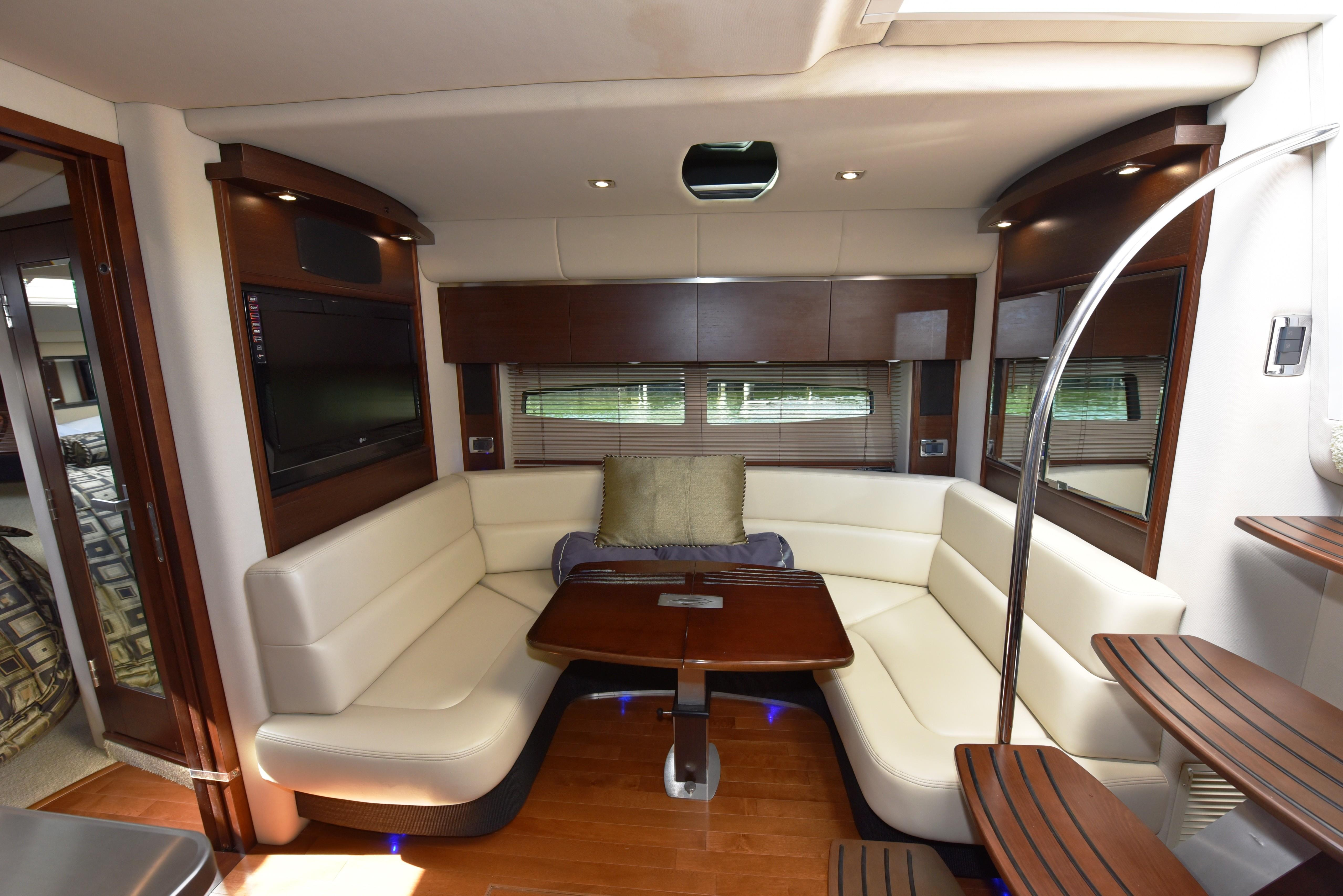 2010 Chaparral 400 Premier - Salon