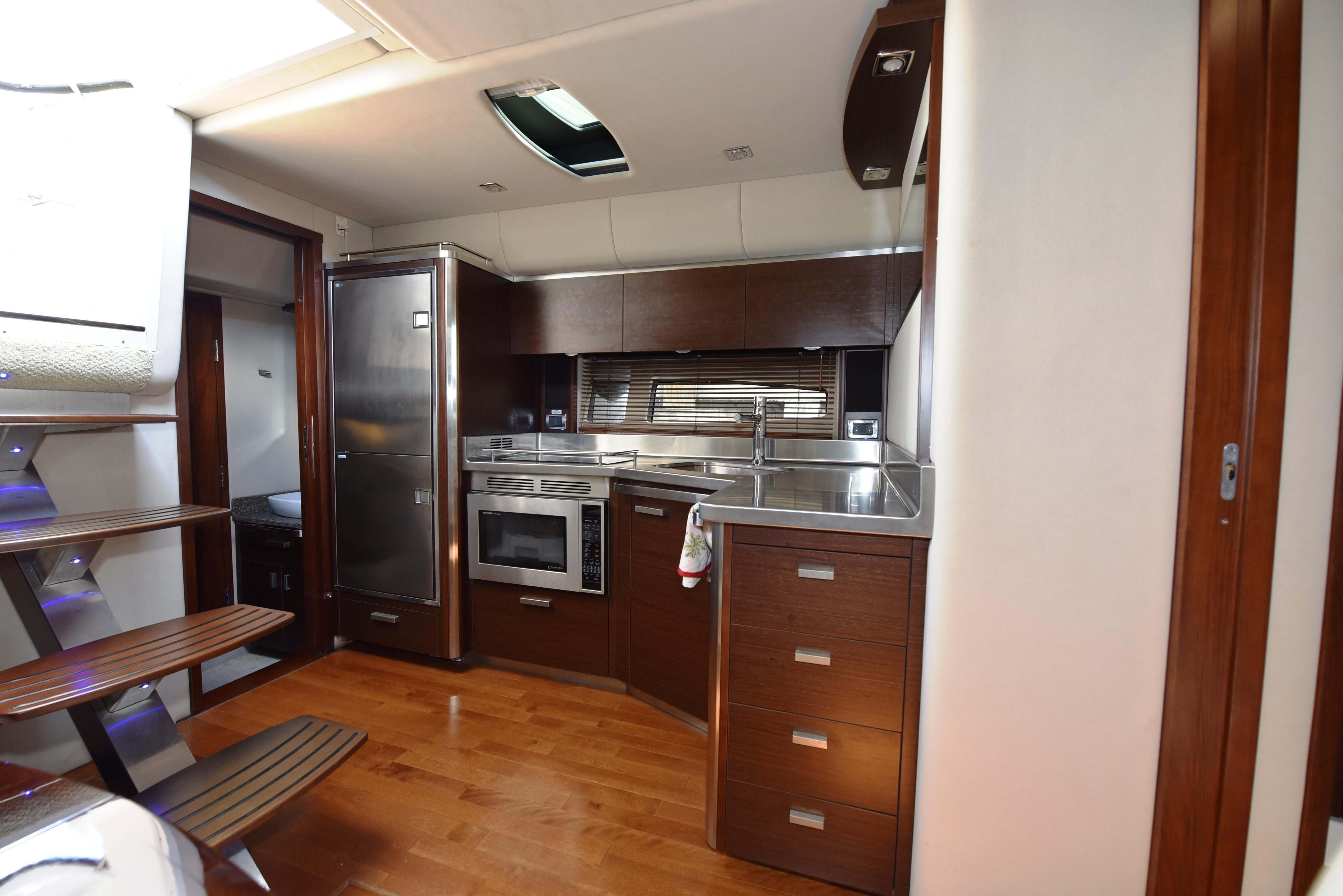 2010 Chaparral 400 Premier - Galley