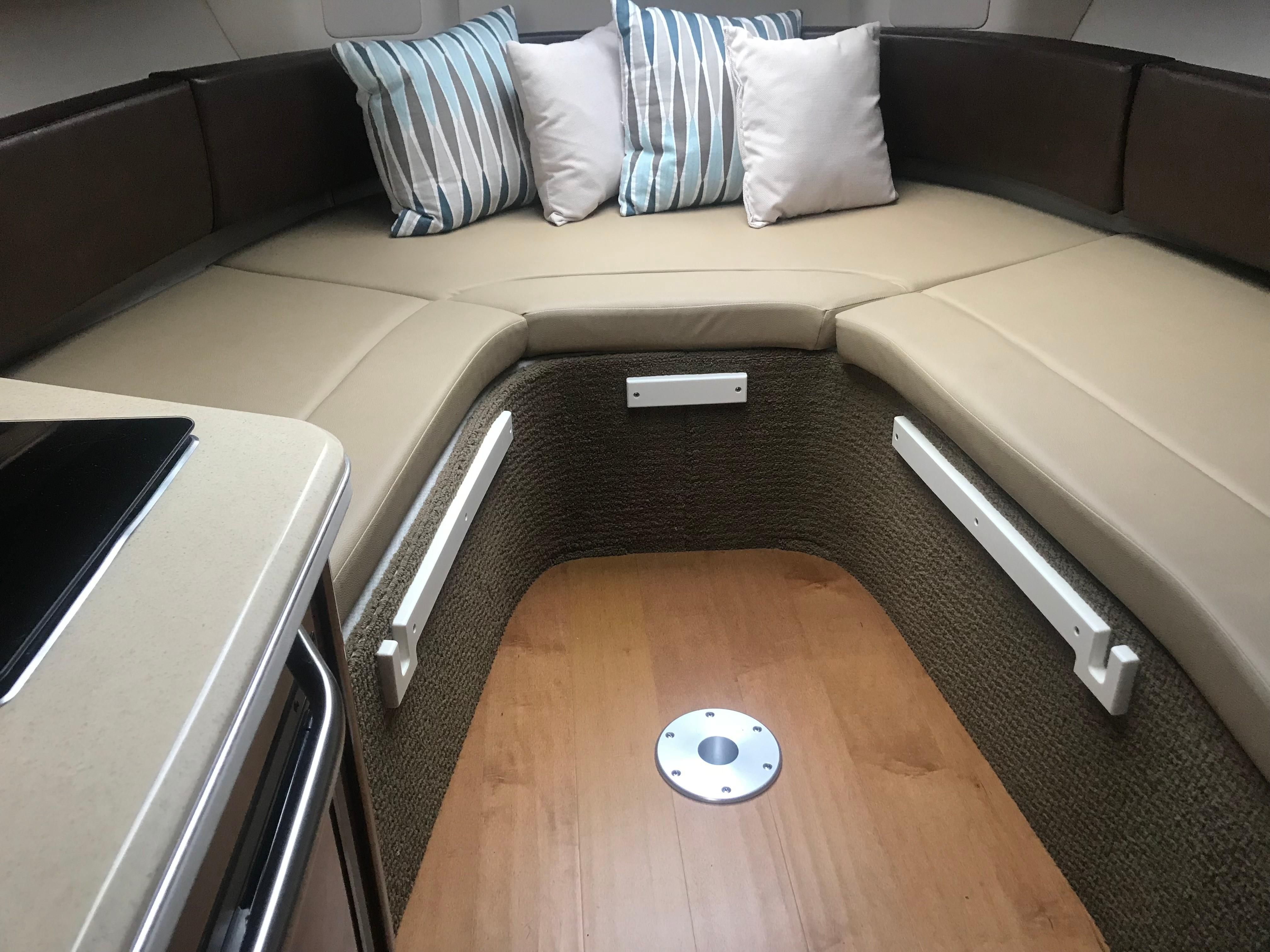 Sea Ray 280 Sundancer - Cabin Forward