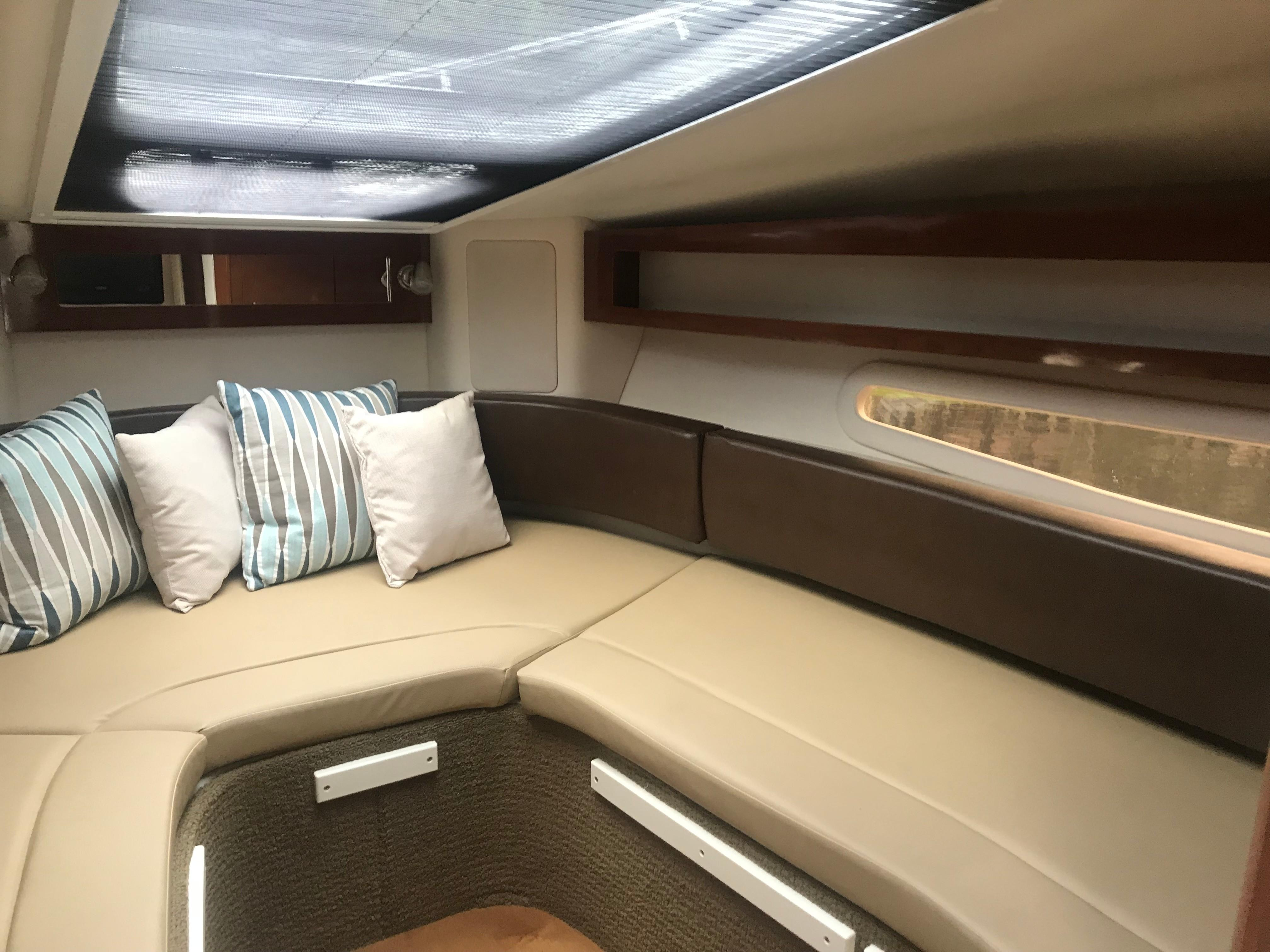 Sea Ray 280 Sundancer - Cabin Starboard