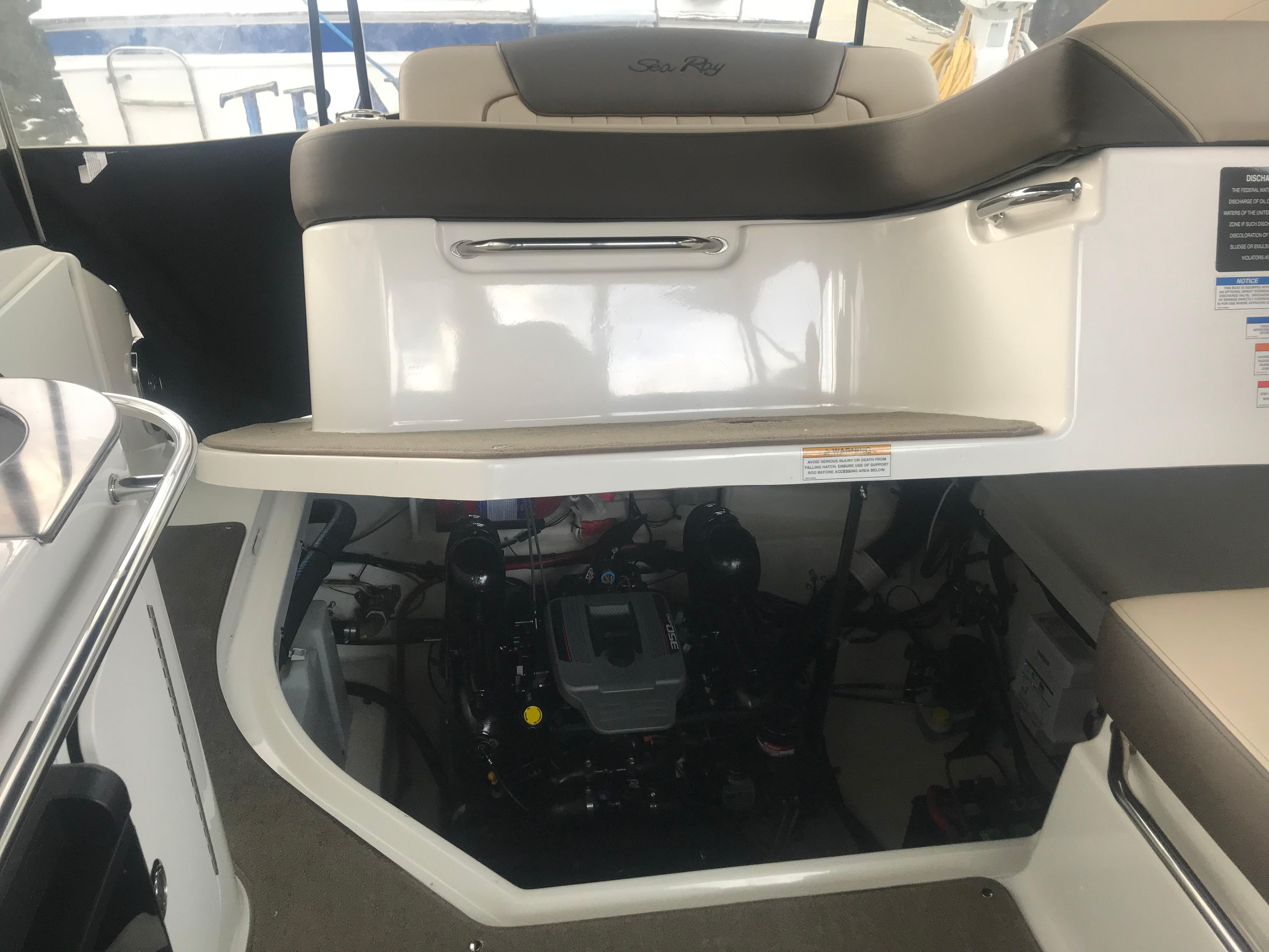 Sea Ray 280 Sundancer - Engine Power Lift