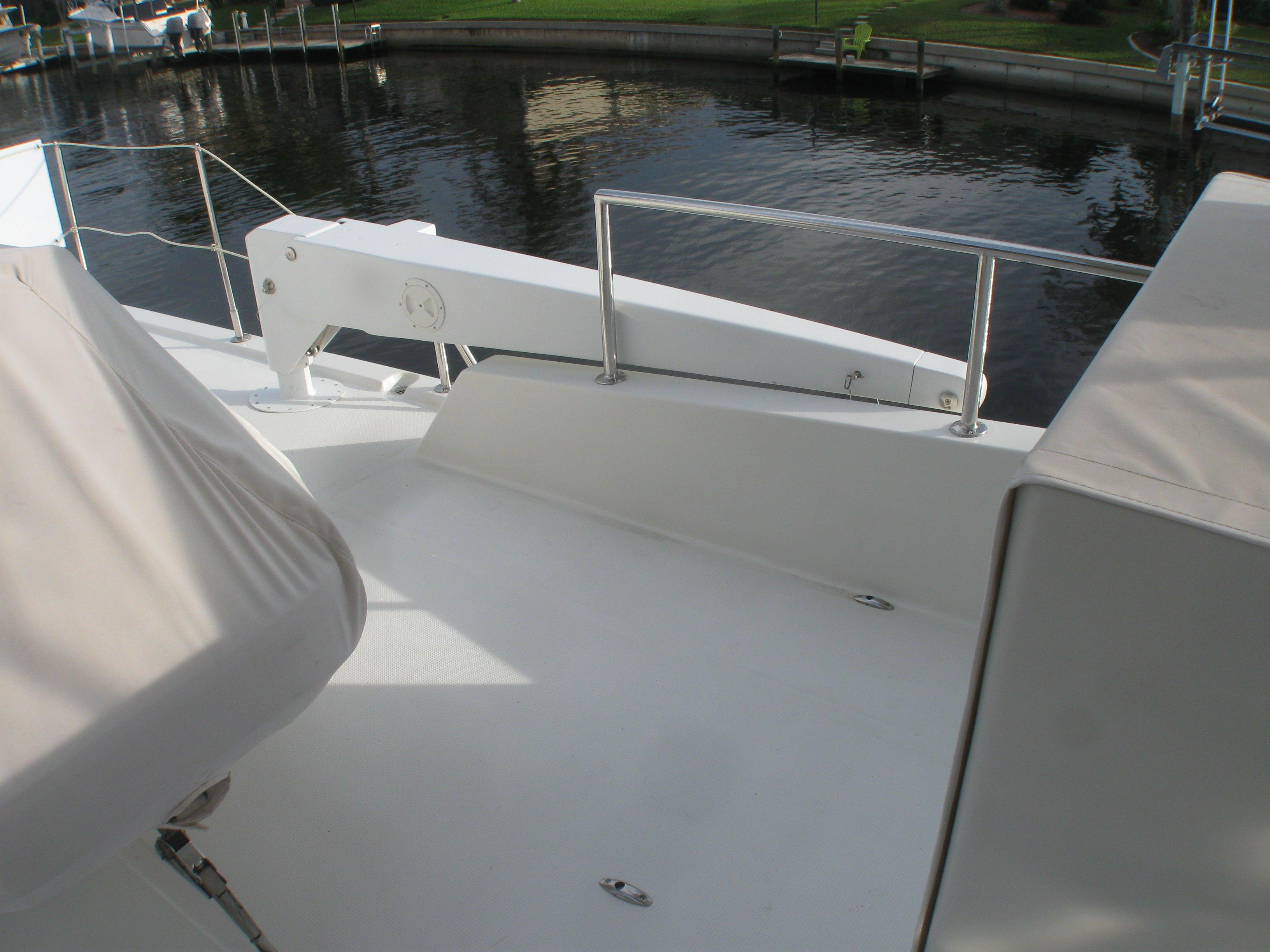 Brower electric boom on flybridge for launching dinghy