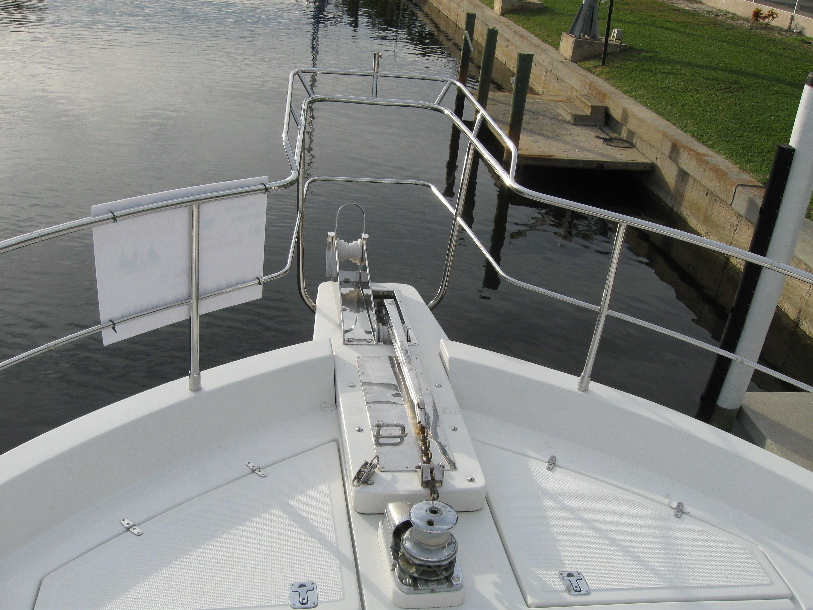 Bow with dual anchor set-up with electric windless