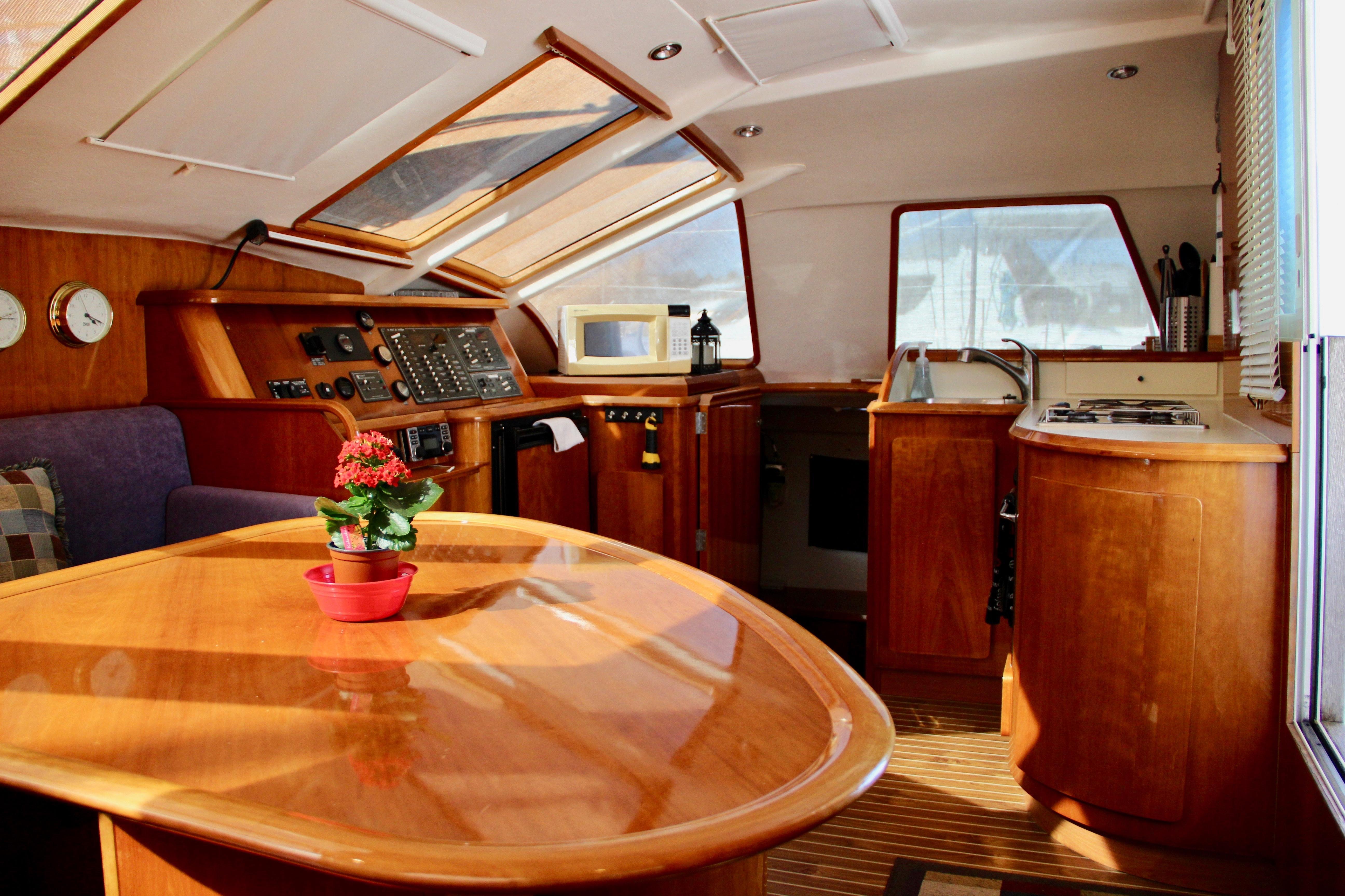 39 Privilege War Story 2005 Southport | Denison Yacht Sales