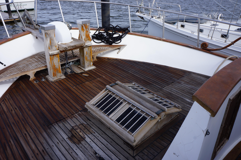 Marine Trader 50 Motoryacht - marine trader foredeck