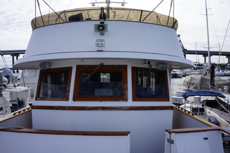 Marine Trader 50 Motoryacht - flybridge and pilothouse