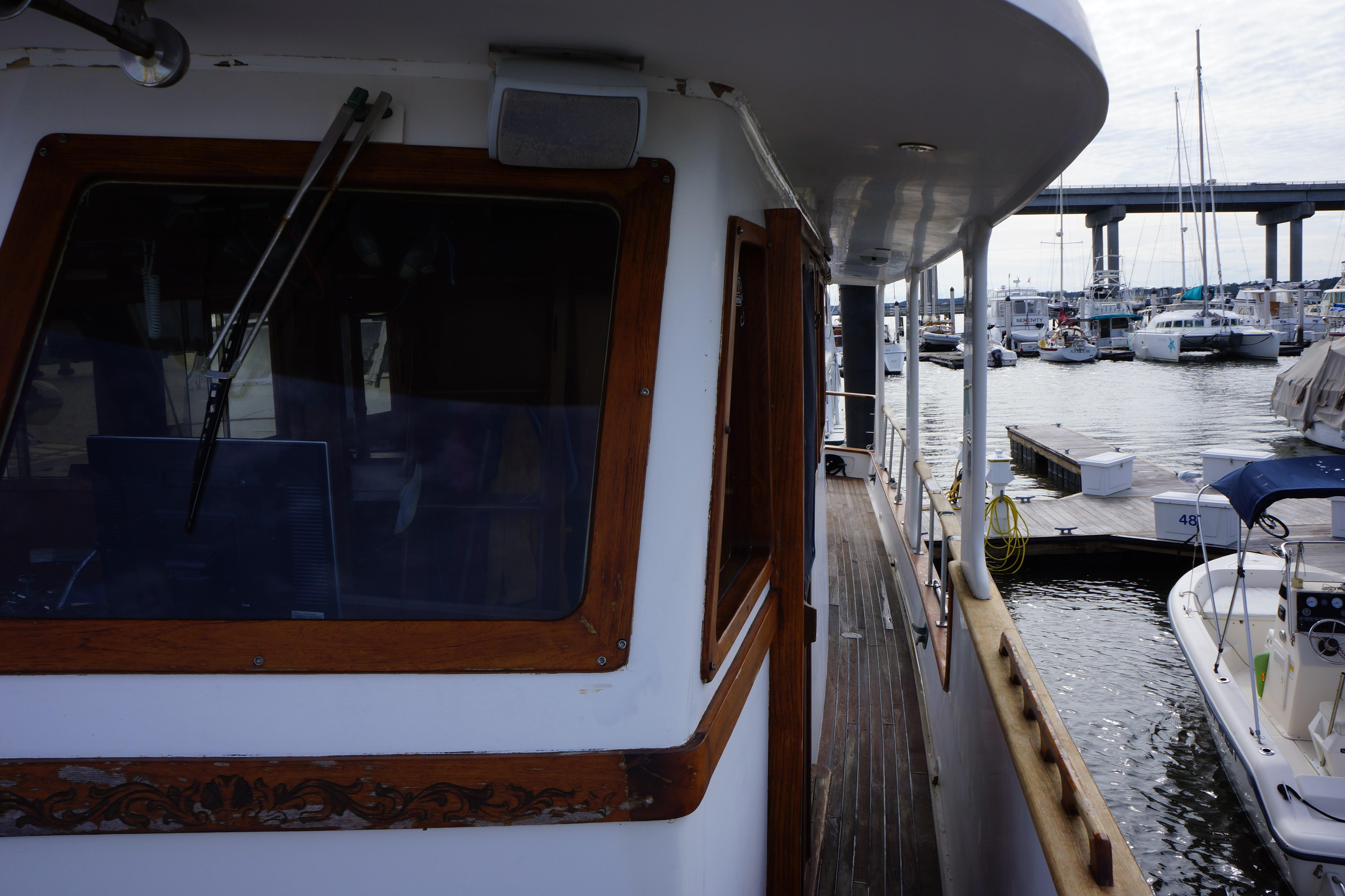 Marine Trader 50 Motoryacht - view aft from port bow