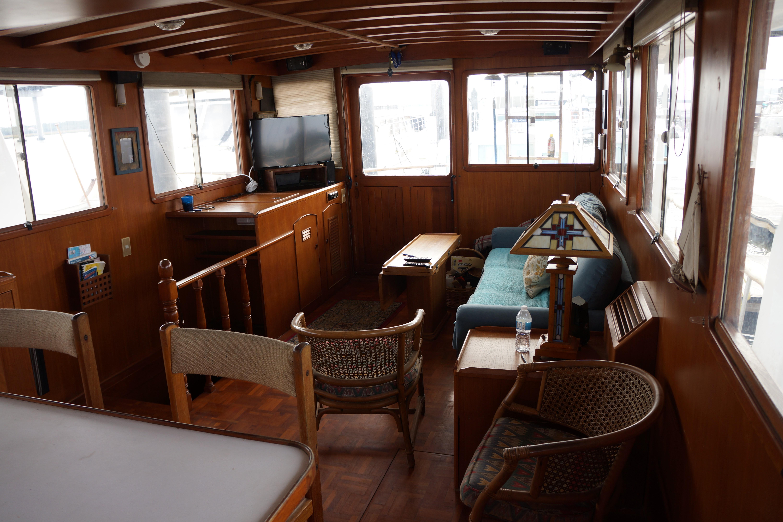 Marine Trader 50 Motoryacht - main salon looking aft