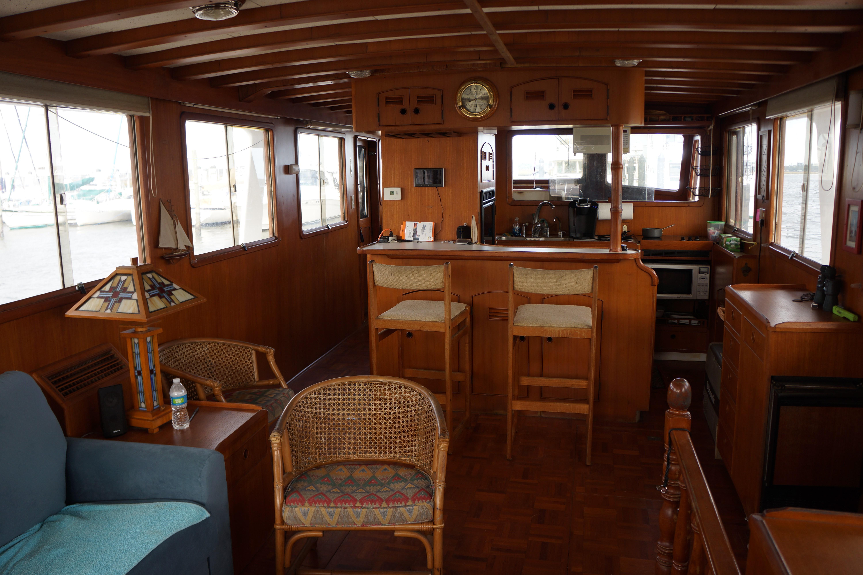 Marine Trader 50 Motoryacht - main salon looking forward