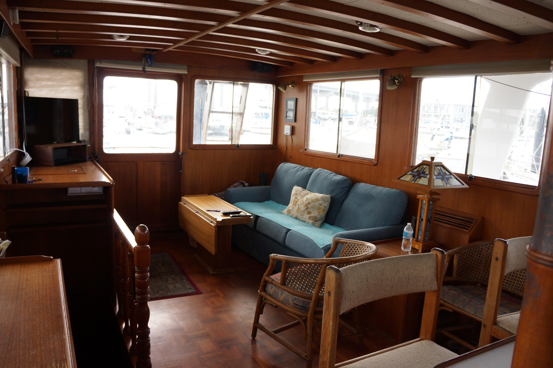 Marine Trader 50 Motoryacht - main salon