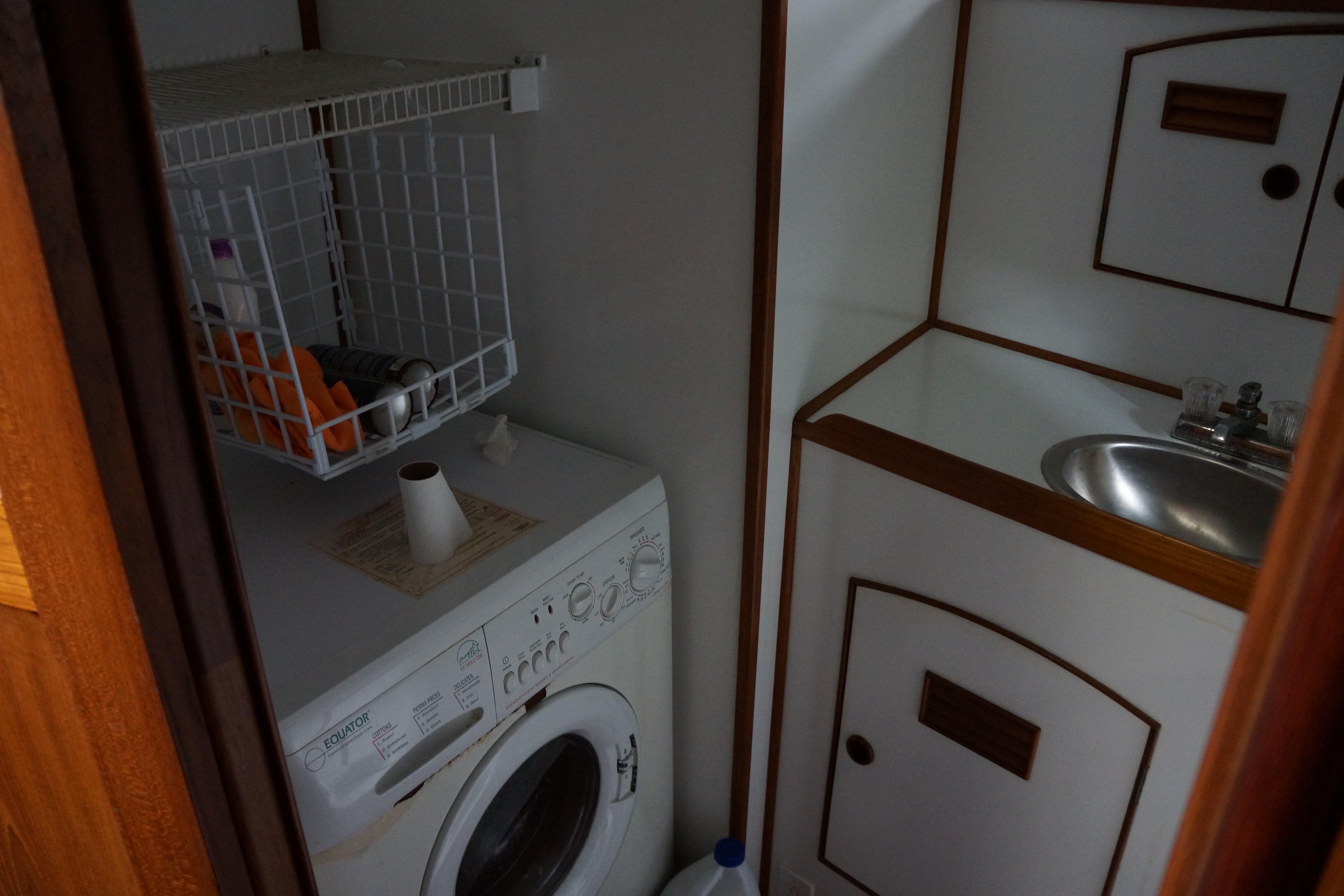 Marine Trader 50 Motoryacht - forward head with combination washer and dryer