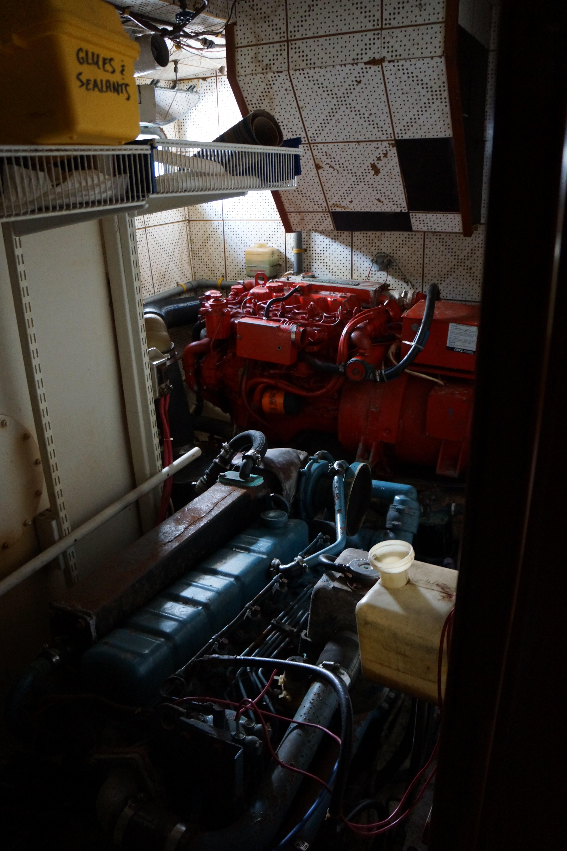 Marine Trader 50 Motoryacht - walk-in engine room