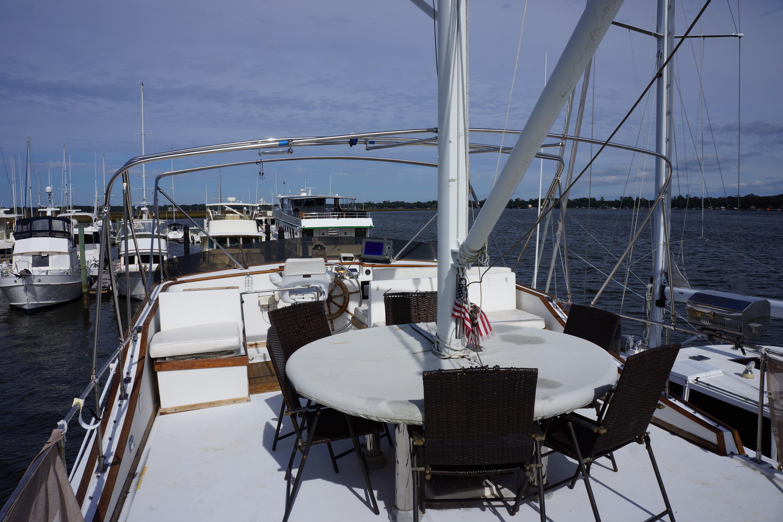 Marine Trader 50 Motoryacht - upper deck and fly bridge