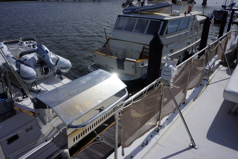 Marine Trader 50 Motoryacht - magma grill