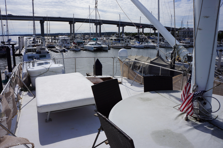Marine Trader 50 Motoryacht - upper deck table and sun pad