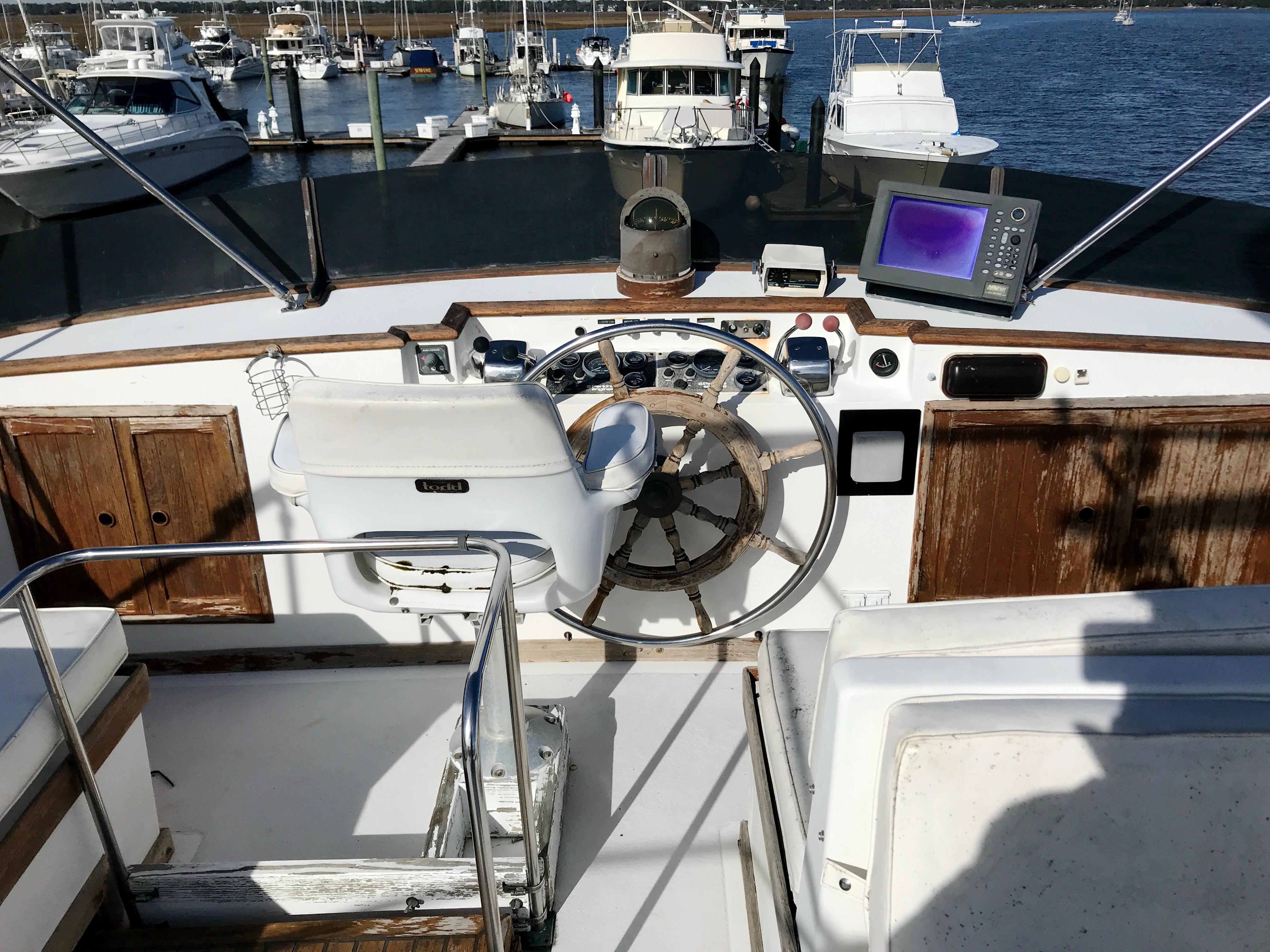 Marine Trader 50 Motoryacht - Upper helm fly bridge