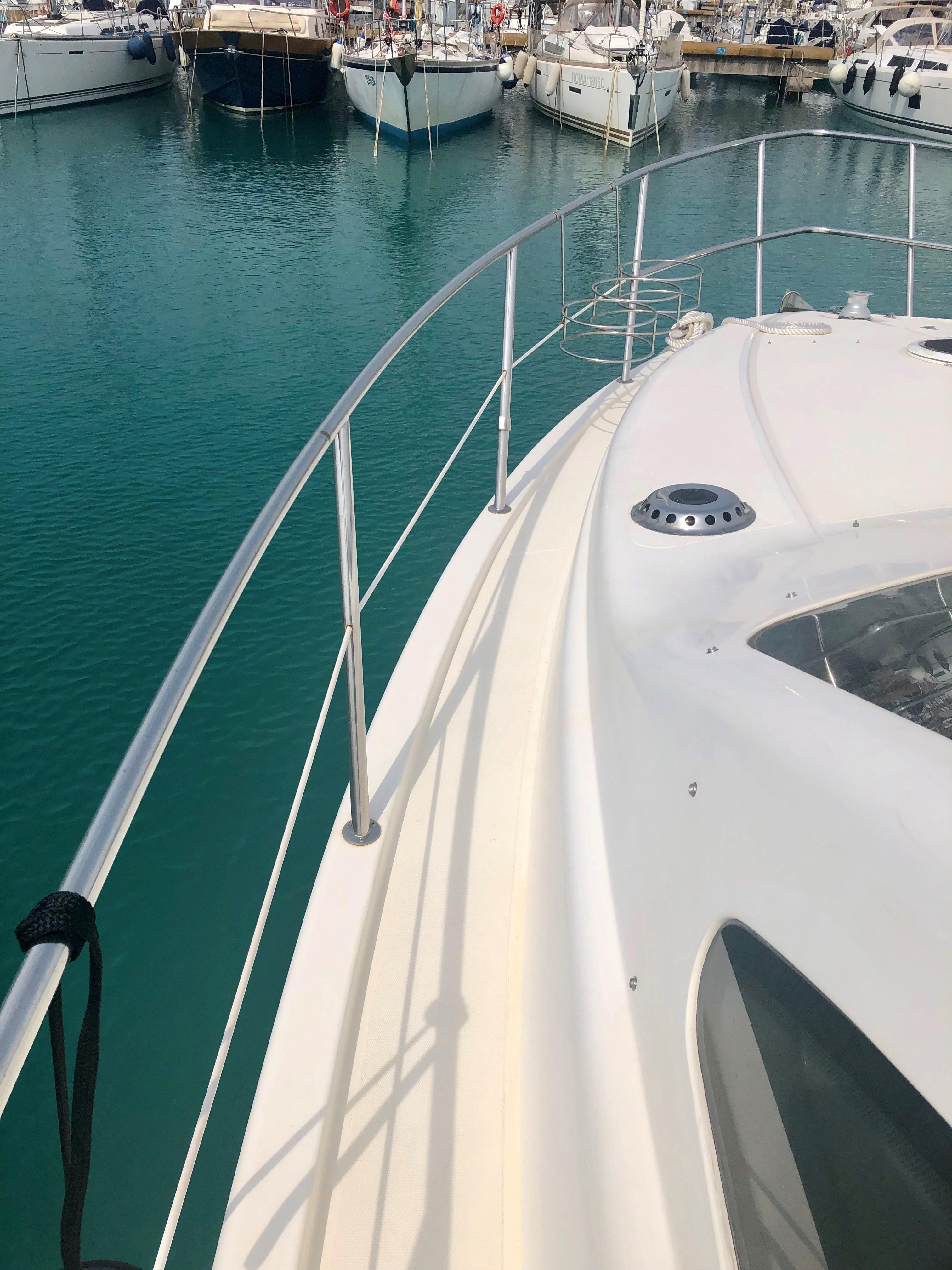 43 Azimut 1998 spezia | Denison Yacht Sales