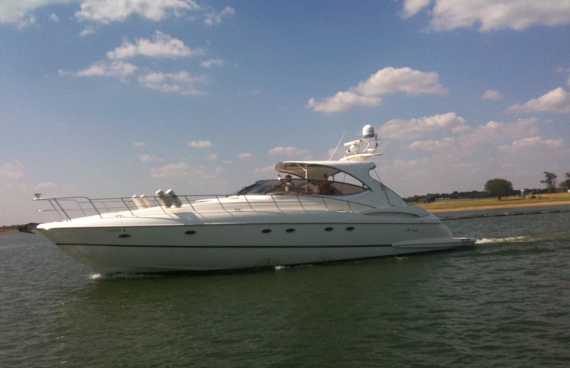 53 ft Cruisers Yachts 5370 Express