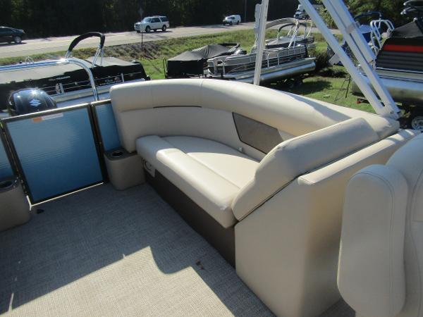 2019 Crest boat for sale, model of the boat is Crest I 220 SLC & Image # 6 of 11