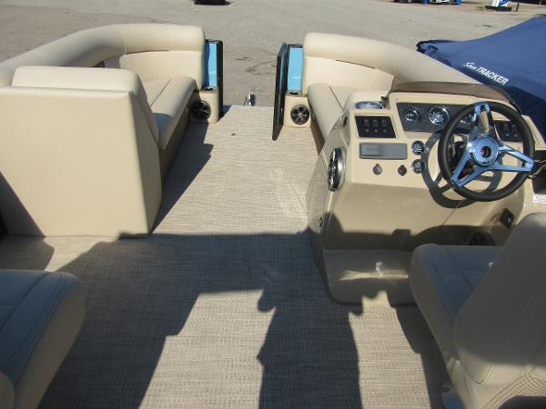 2019 Crest boat for sale, model of the boat is Crest I 220 SLC & Image # 7 of 11