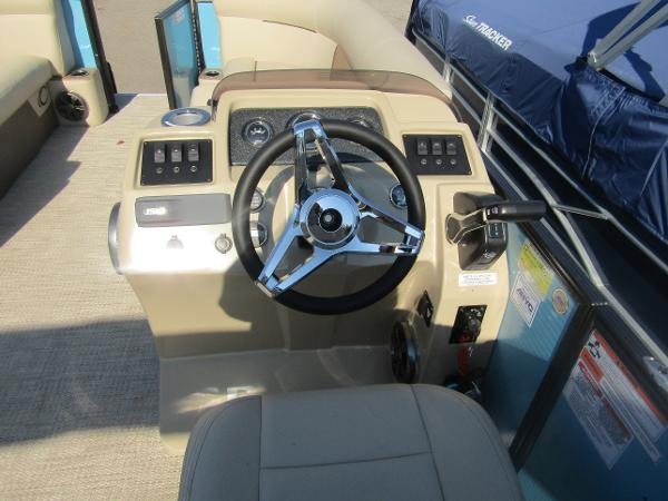 2019 Crest boat for sale, model of the boat is Crest I 220 SLC & Image # 8 of 11