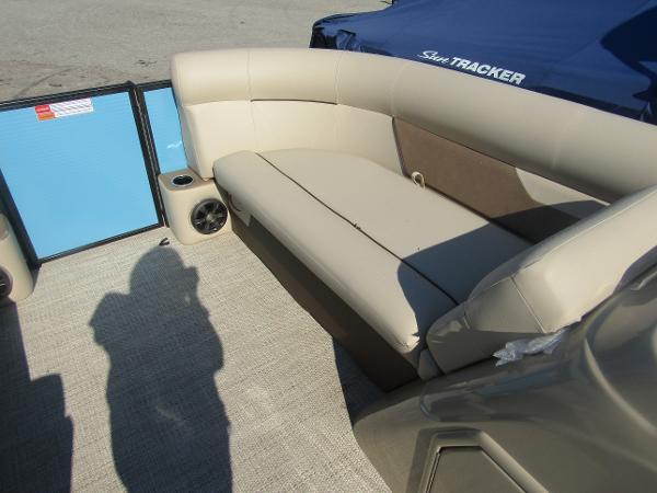 2019 Crest boat for sale, model of the boat is Crest I 220 SLC & Image # 10 of 11