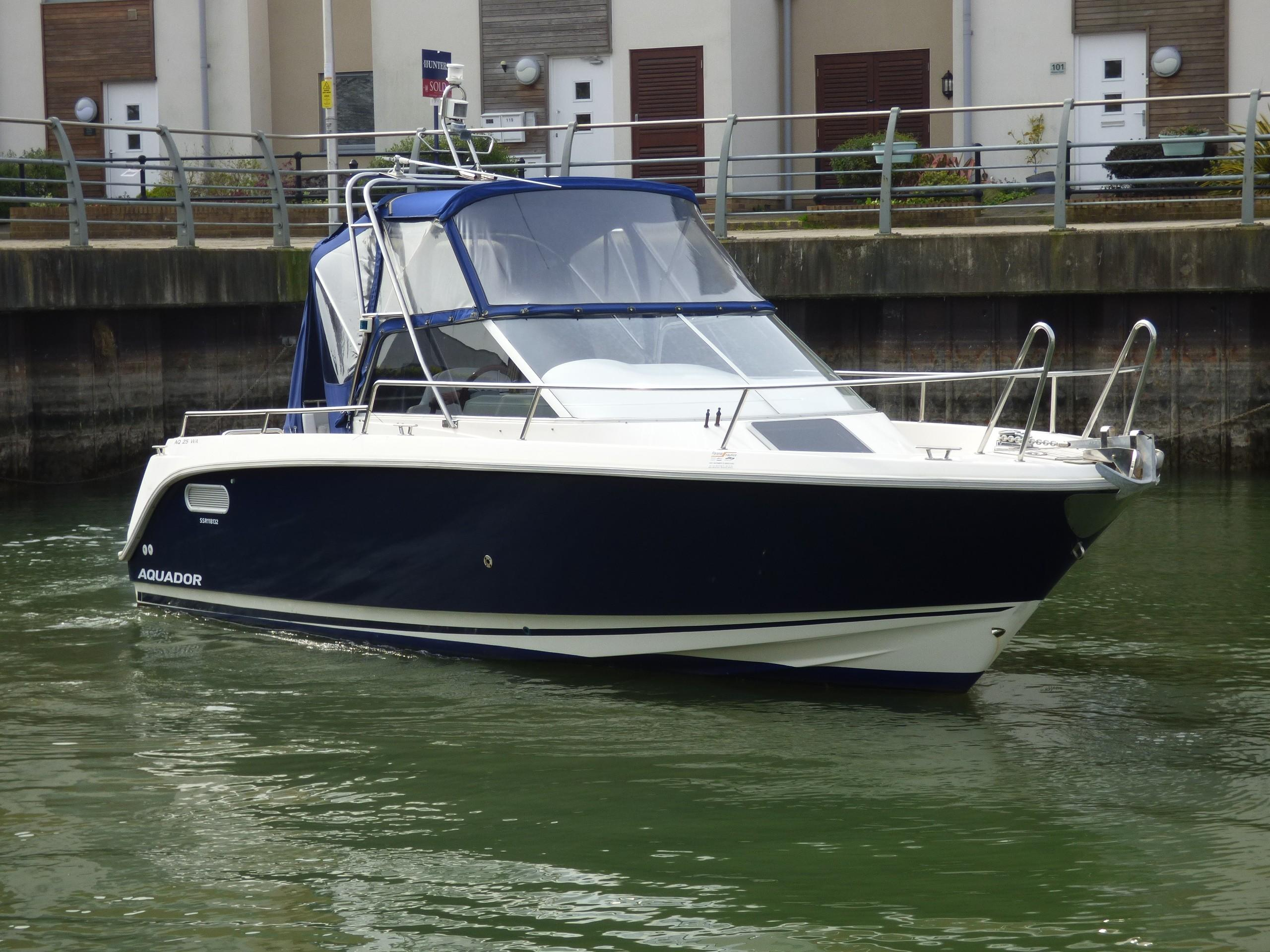 Aquador 25 Walkaround