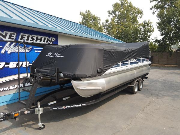 2021 Sun Tracker boat for sale, model of the boat is SportFish 22 DLX & Image # 2 of 10