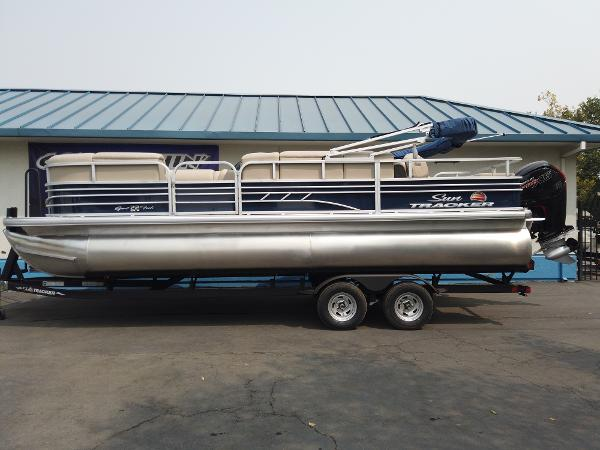 2021 Sun Tracker boat for sale, model of the boat is SportFish 22 DLX & Image # 1 of 10