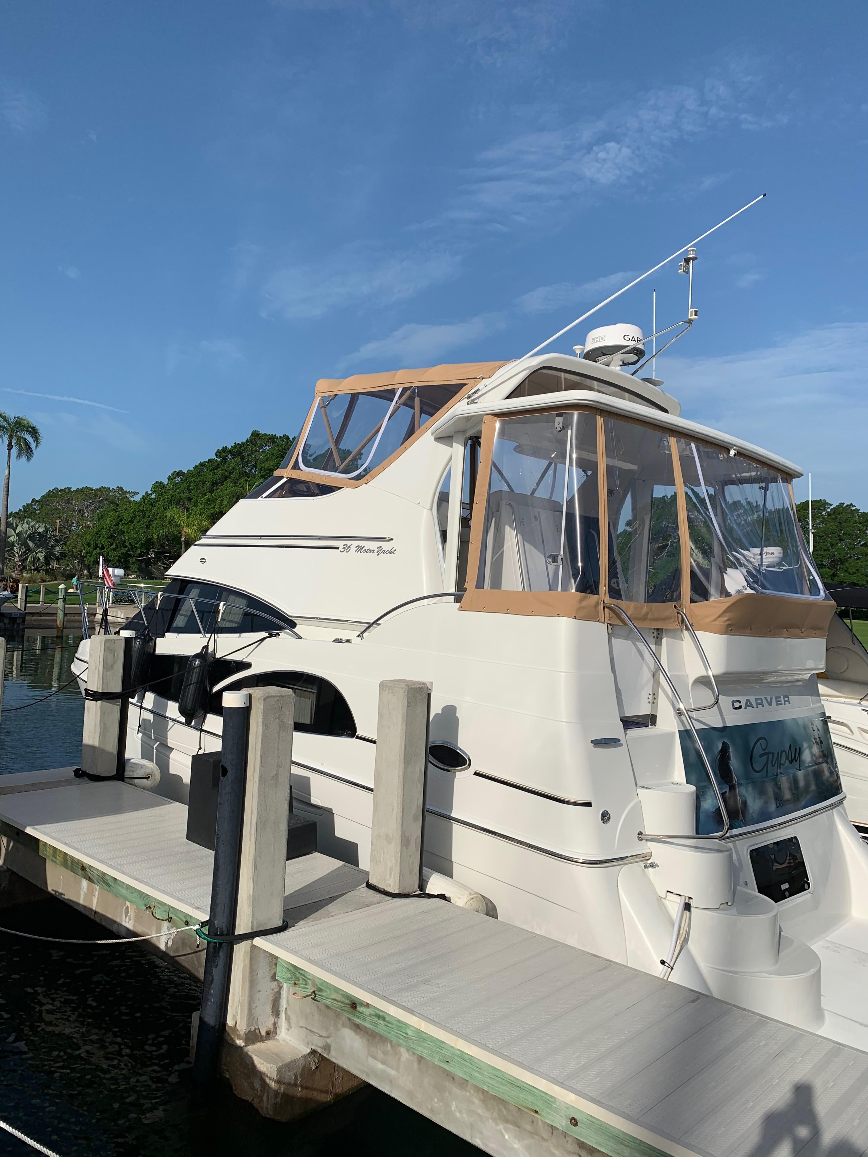 Carver 36 Motor Yacht - Port