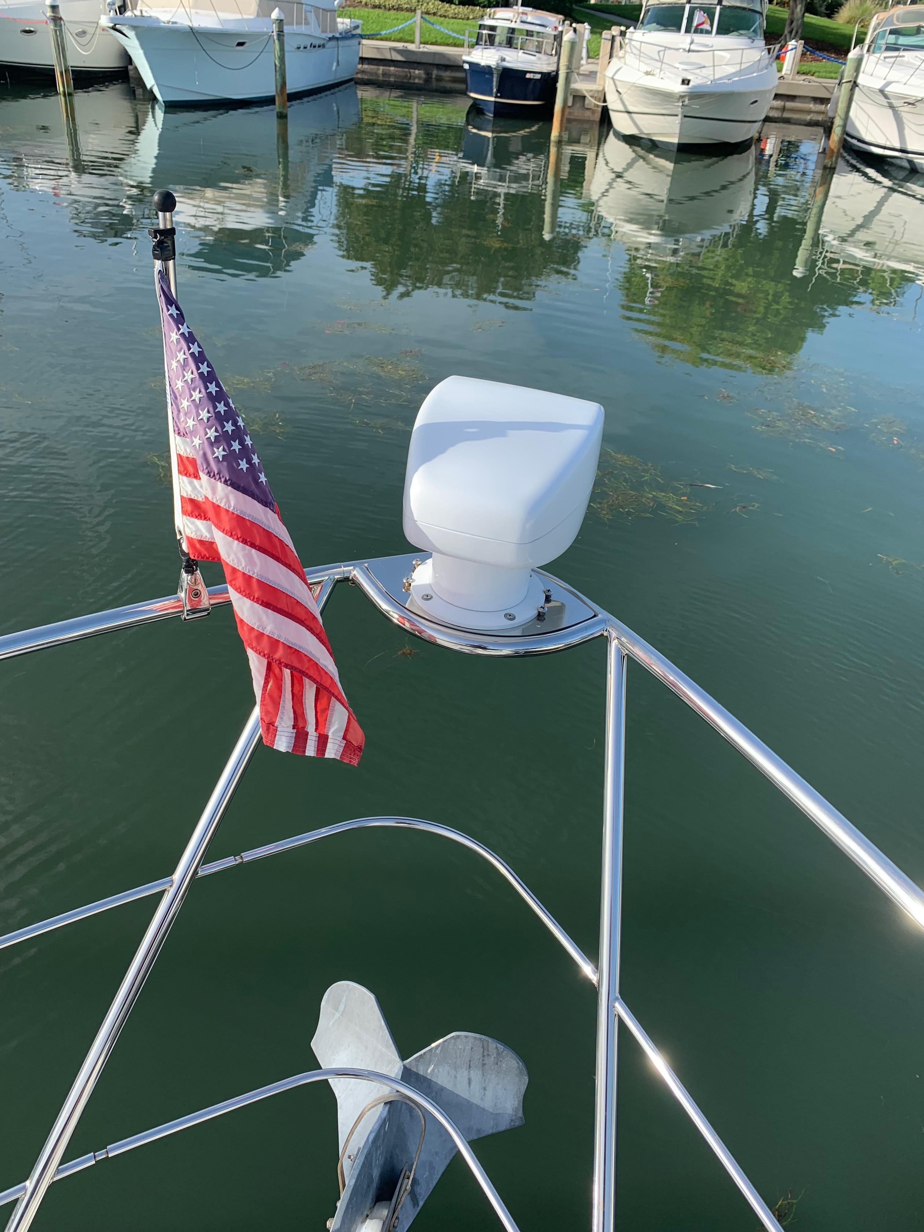 Carver 36 Motor Yacht - New Spotlight