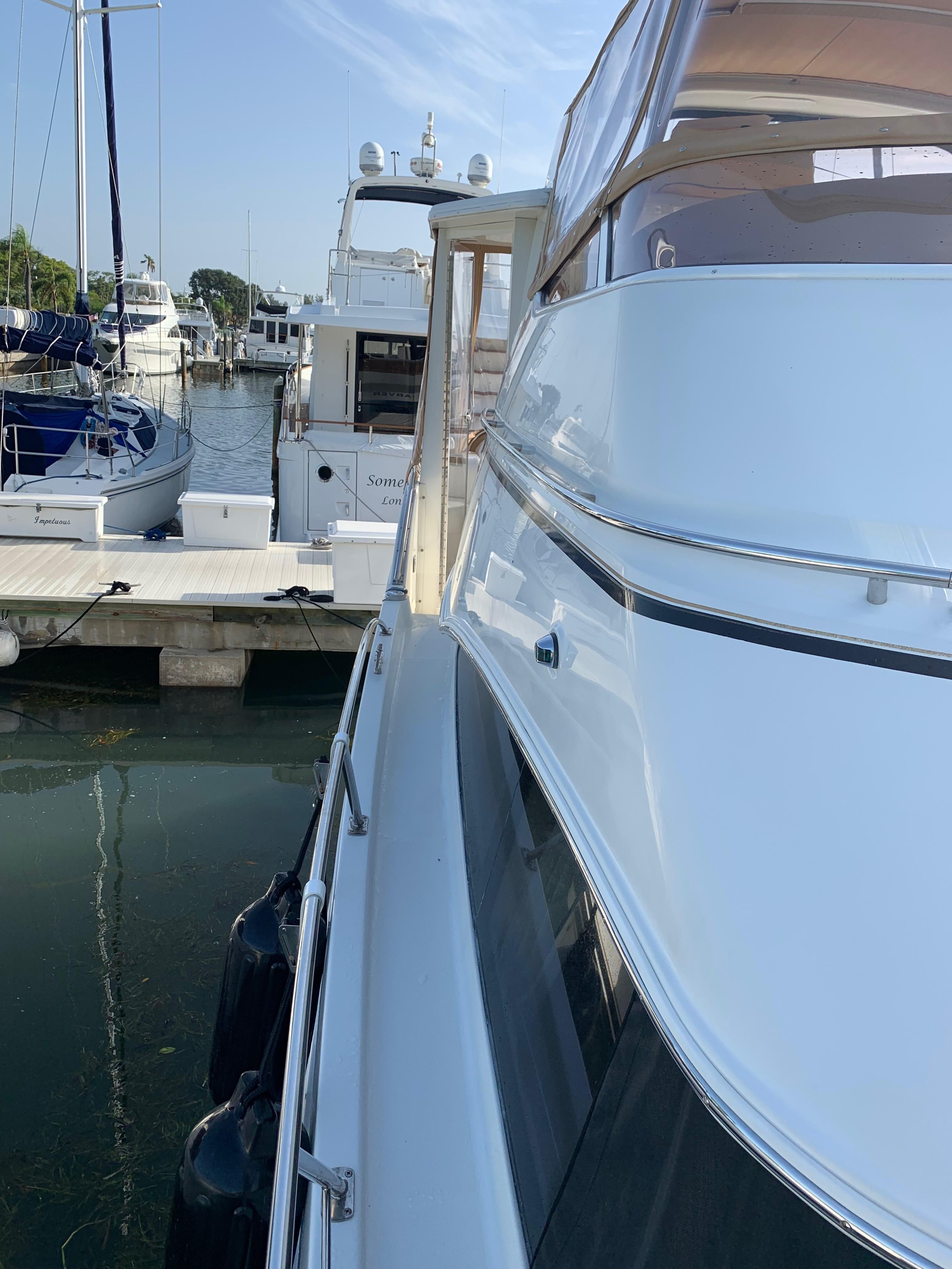 Carver 36 Motor Yacht - Stbd Walk