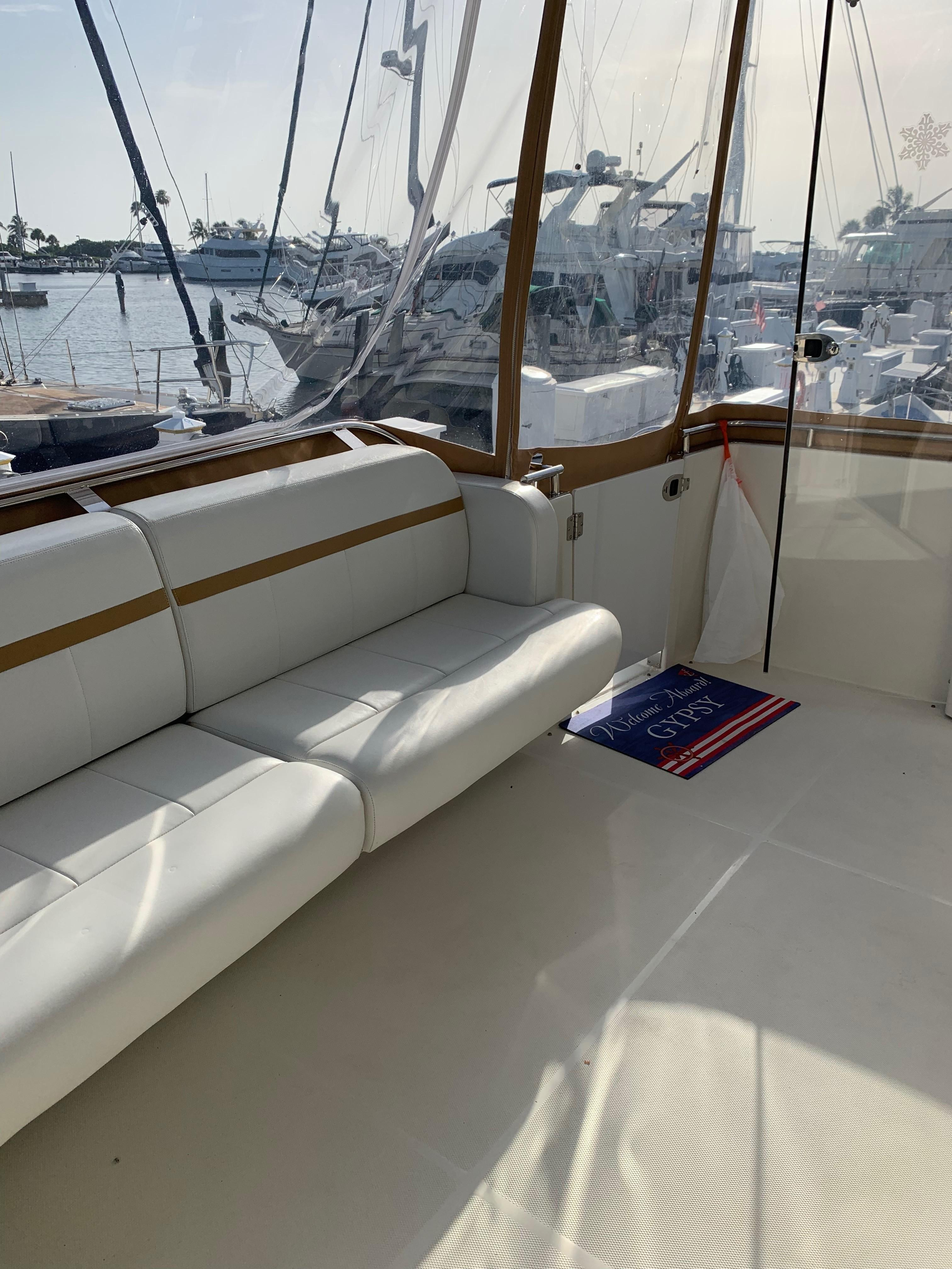 Carver 36 Motor Yacht - Aft Seating