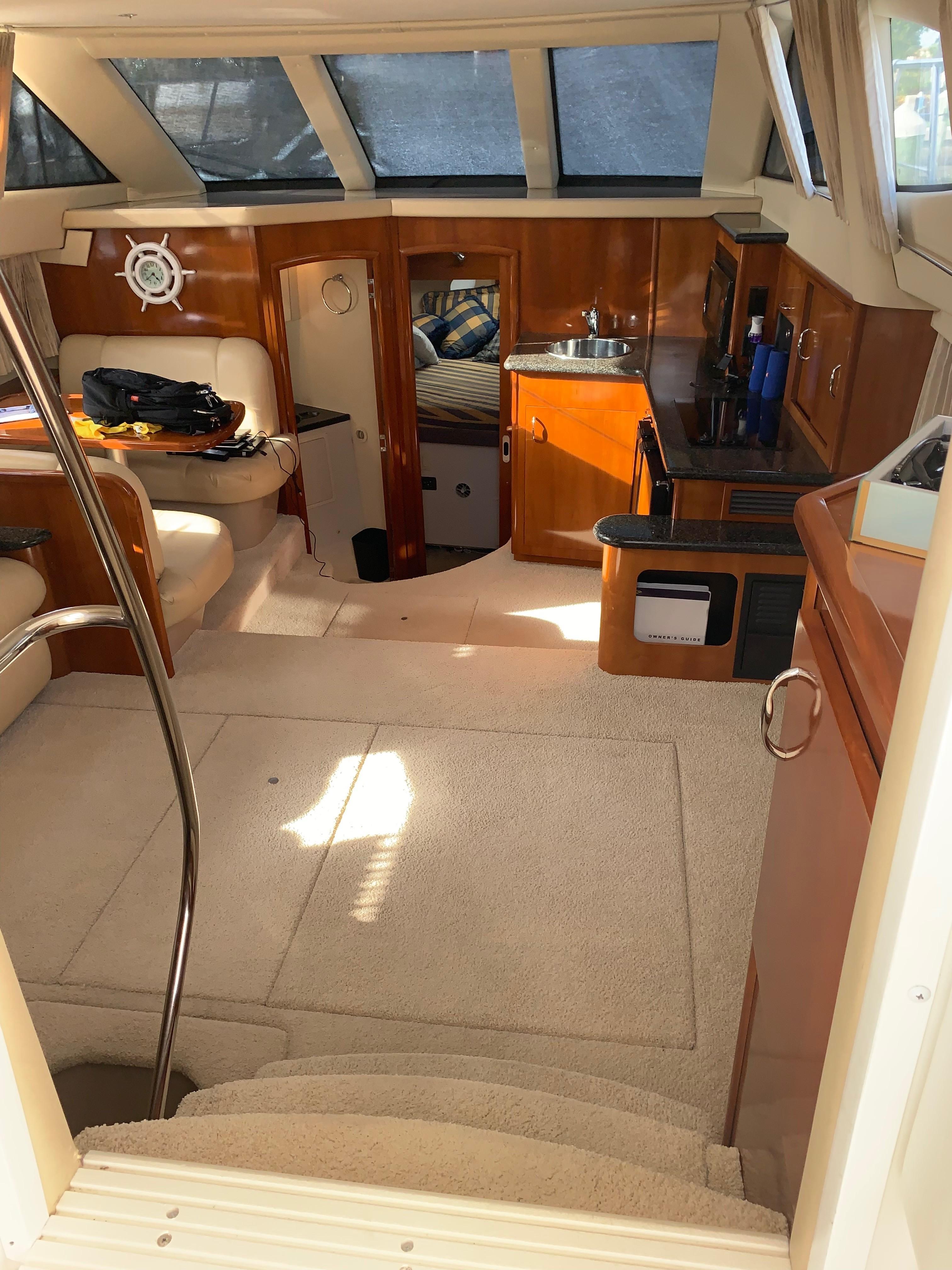 Carver 36 Motor Yacht - Salon