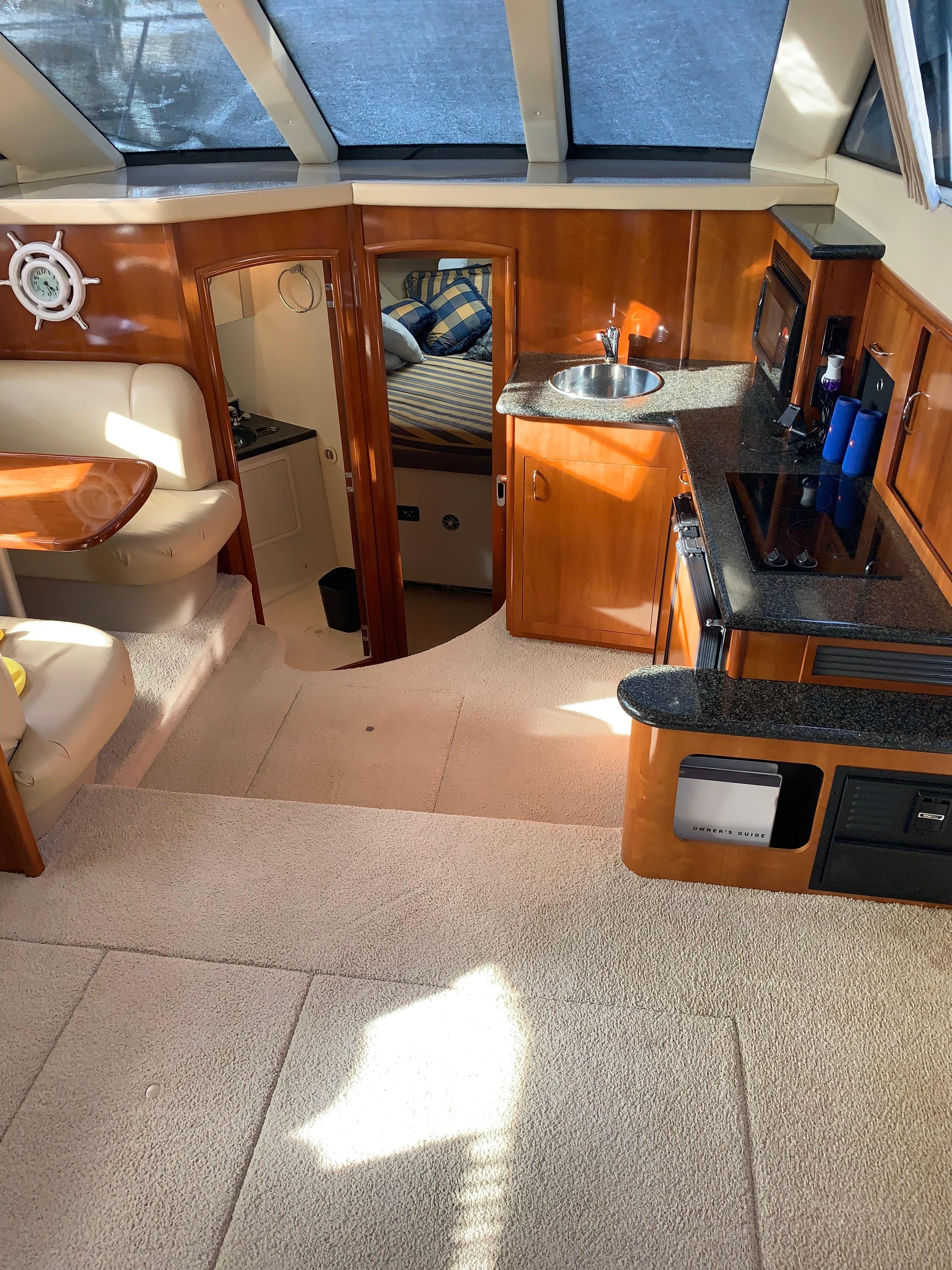 Carver 36 Motor Yacht - Salon 2